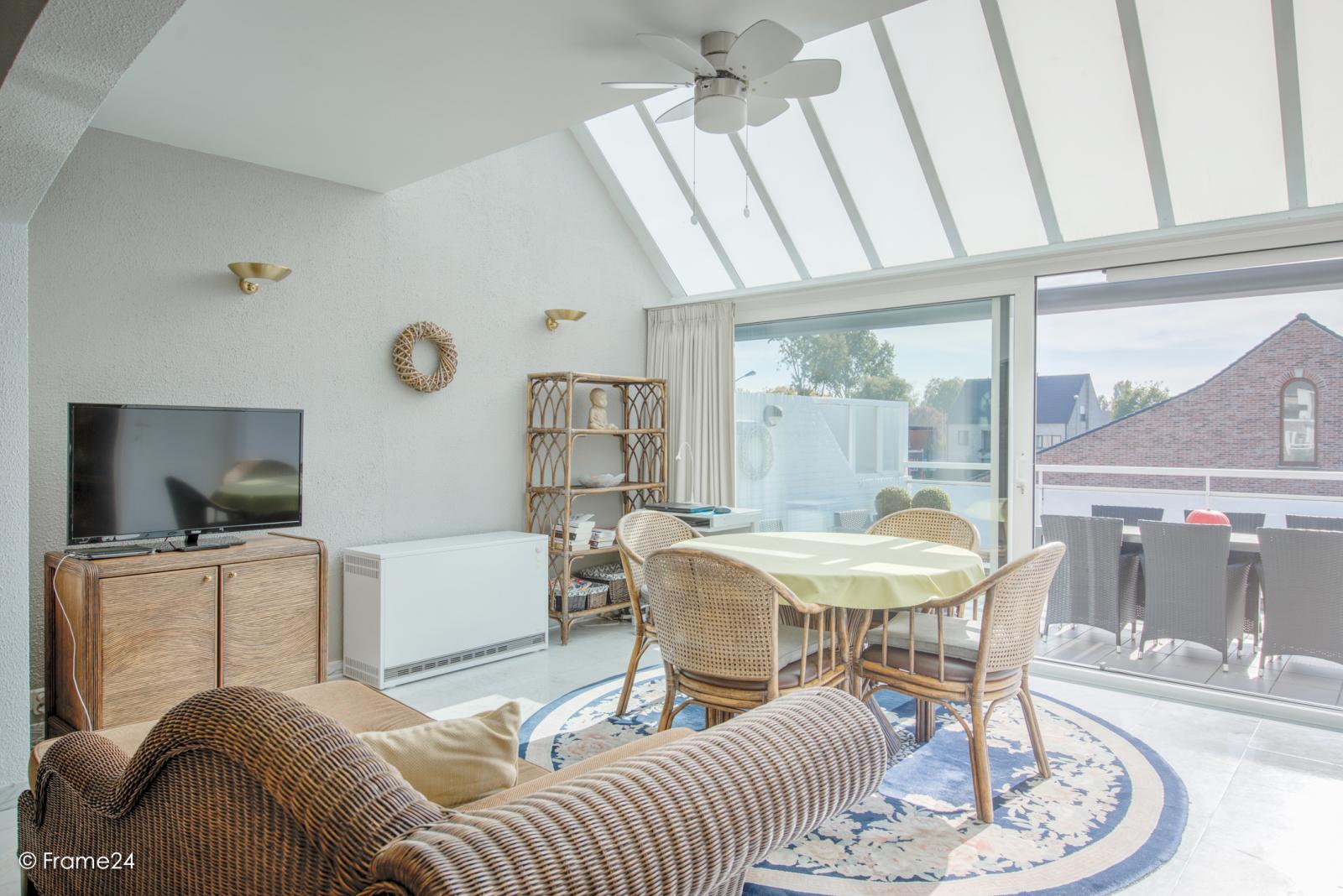 Prachtig duplex-appartement met riant terras (56 m²) én garage(s) te Wommelgem!   afbeelding 3