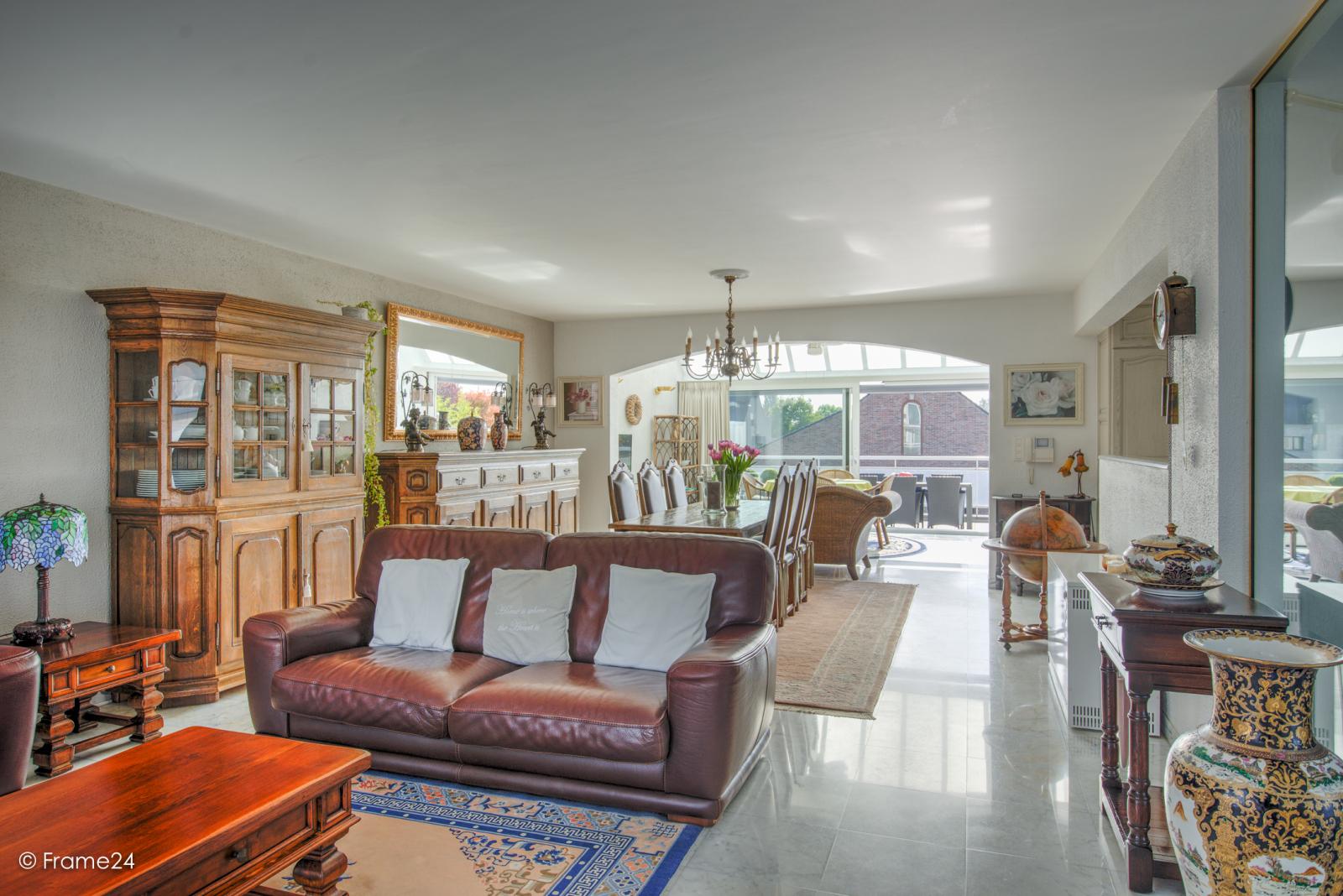 Prachtig duplex-appartement met riant terras (56 m²) én garage(s) te Wommelgem!   afbeelding 7