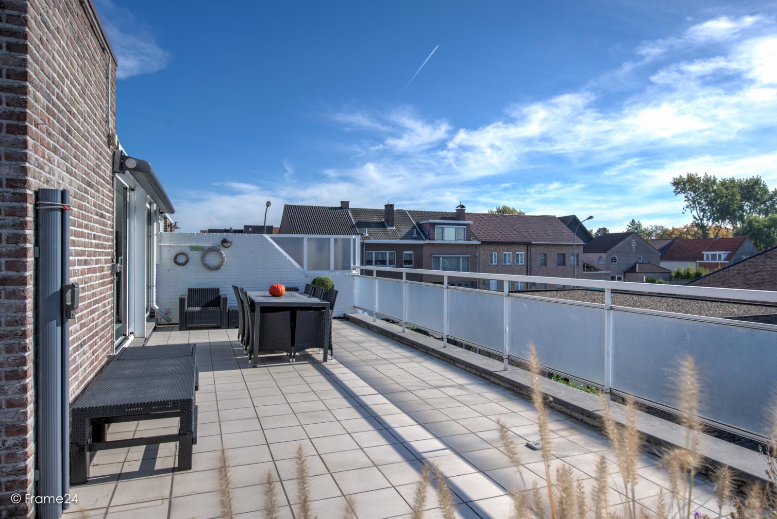 Prachtig duplex-appartement met riant terras (56 m²) én garage(s) te Wommelgem!   afbeelding 19