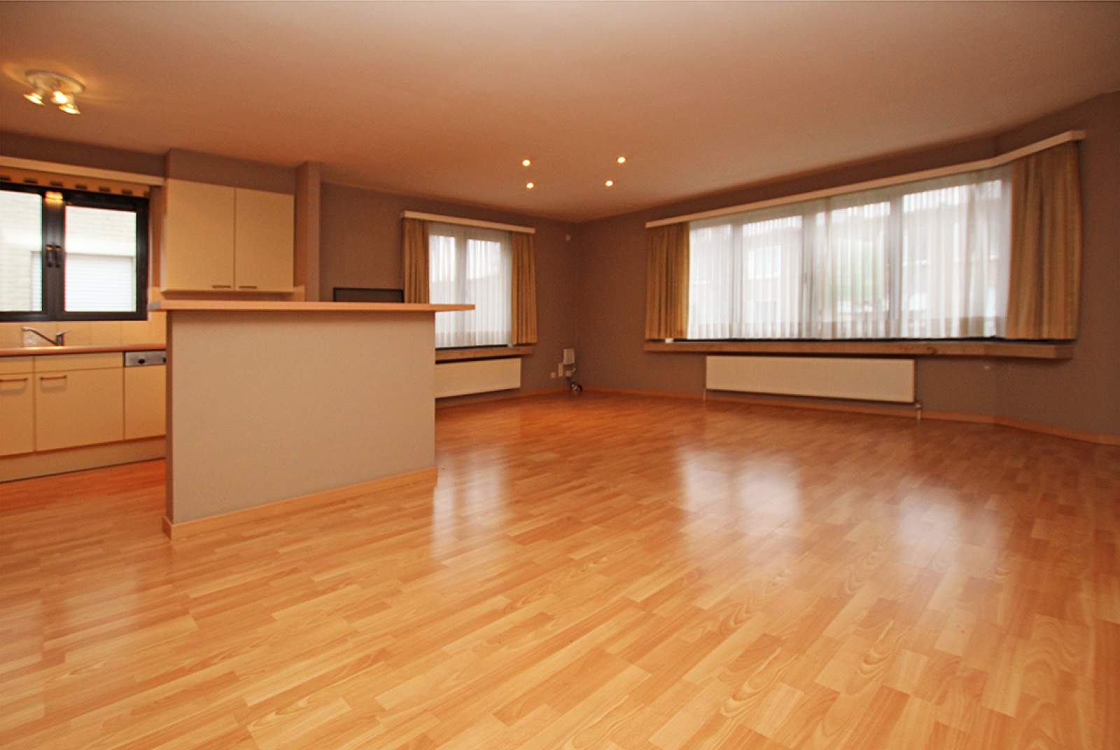 Zeer verzorgd 3-gevel appartement met twee slaapkamers en terras op goede locatie te Borsbeek! afbeelding 3