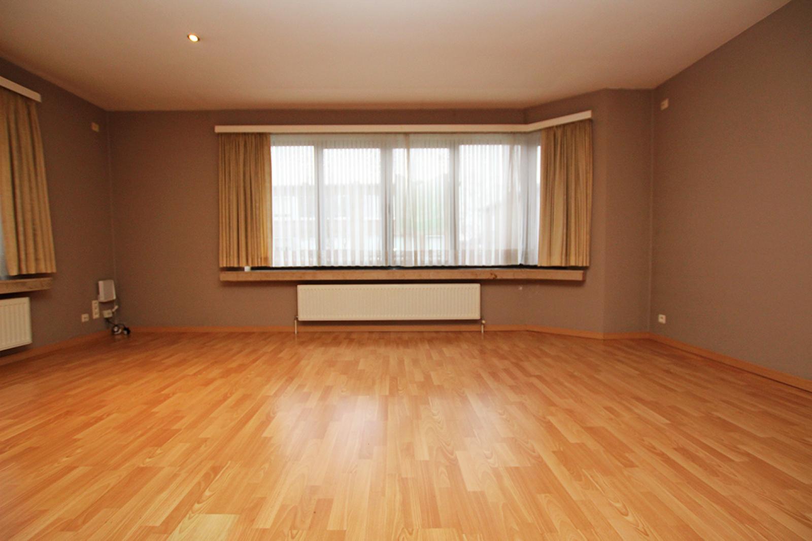 Zeer verzorgd 3-gevel appartement met twee slaapkamers en terras op goede locatie te Borsbeek! afbeelding 4