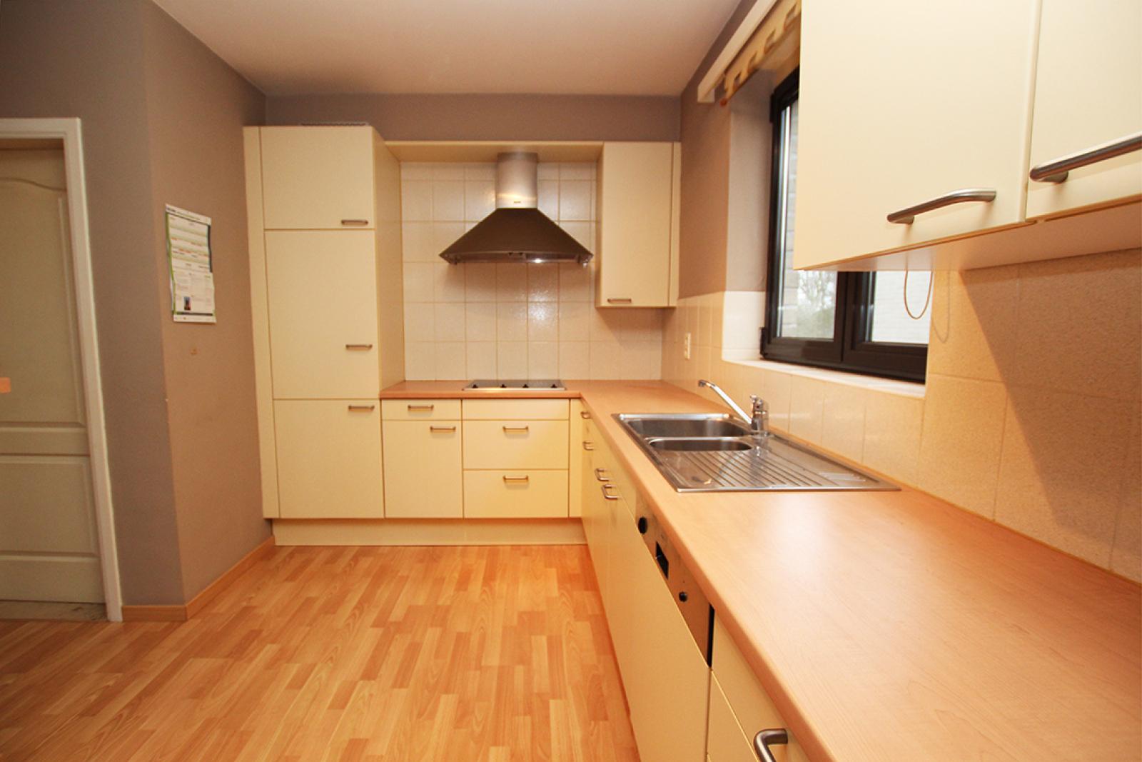 Zeer verzorgd 3-gevel appartement met twee slaapkamers en terras op goede locatie te Borsbeek! afbeelding 8