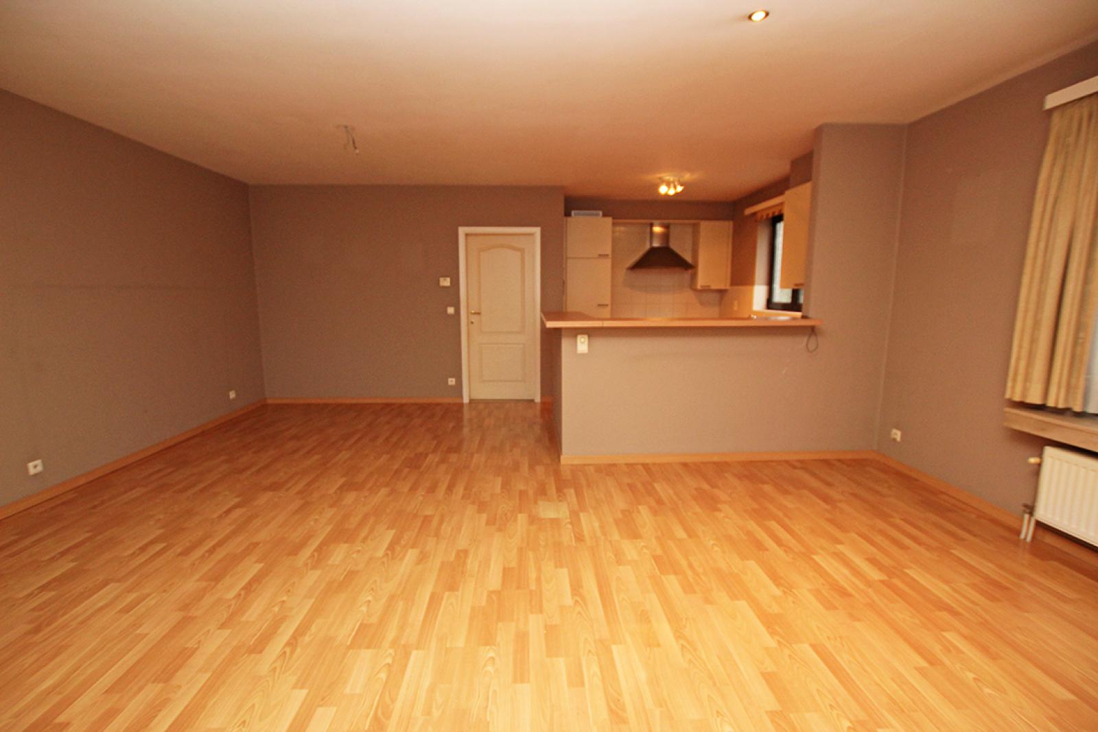 Zeer verzorgd 3-gevel appartement met twee slaapkamers en terras op goede locatie te Borsbeek! afbeelding 6