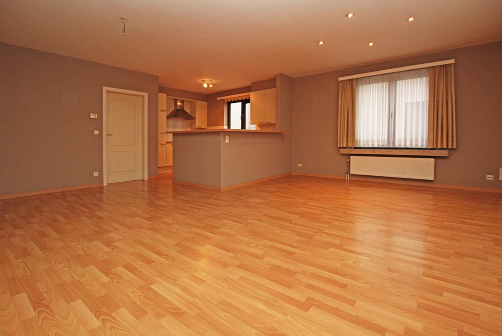 Zeer verzorgd 3-gevel appartement met twee slaapkamers en terras op goede locatie te Borsbeek! afbeelding 5