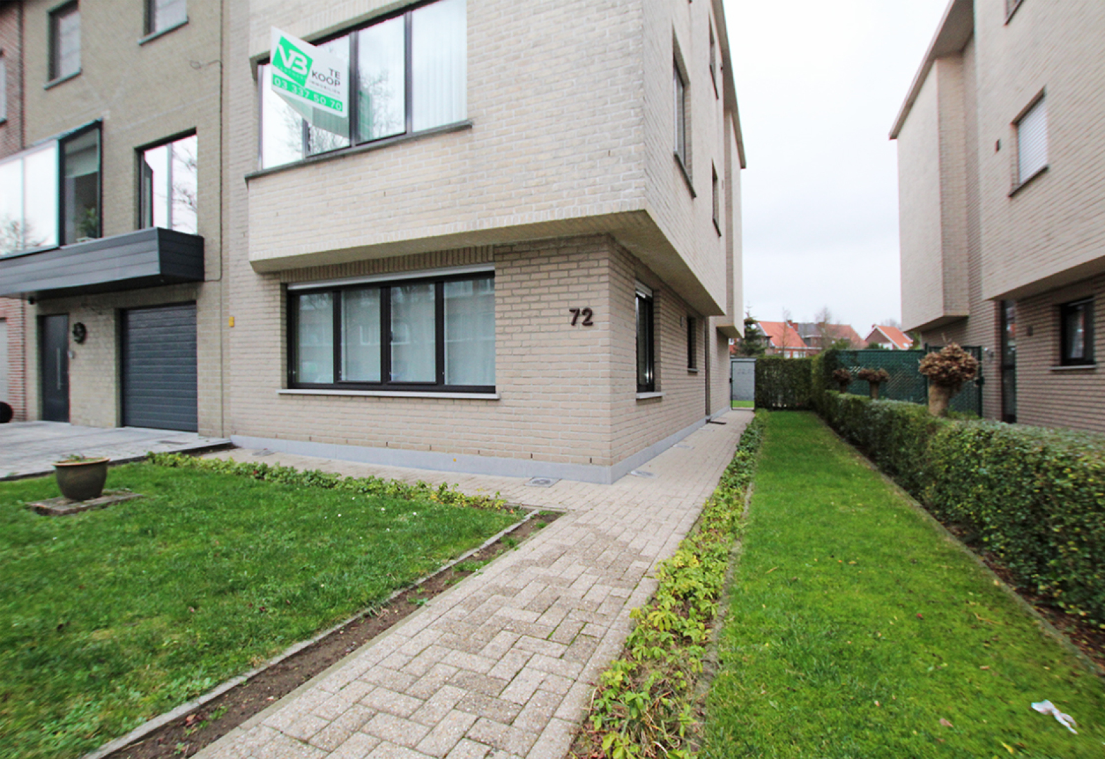 Zeer verzorgd 3-gevel appartement met twee slaapkamers en terras op goede locatie te Borsbeek! afbeelding 1
