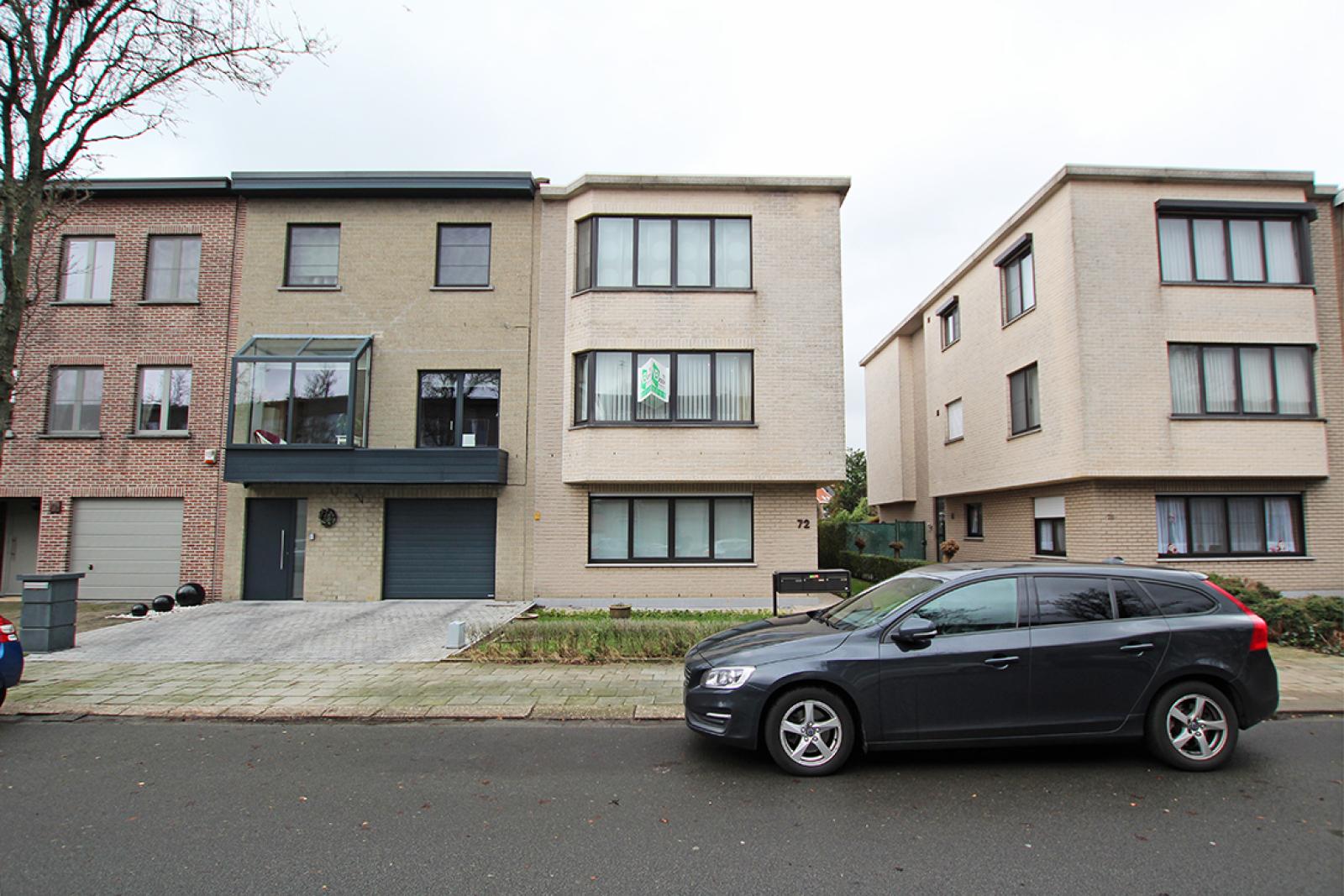 Zeer verzorgd 3-gevel appartement met twee slaapkamers en terras op goede locatie te Borsbeek! afbeelding 2