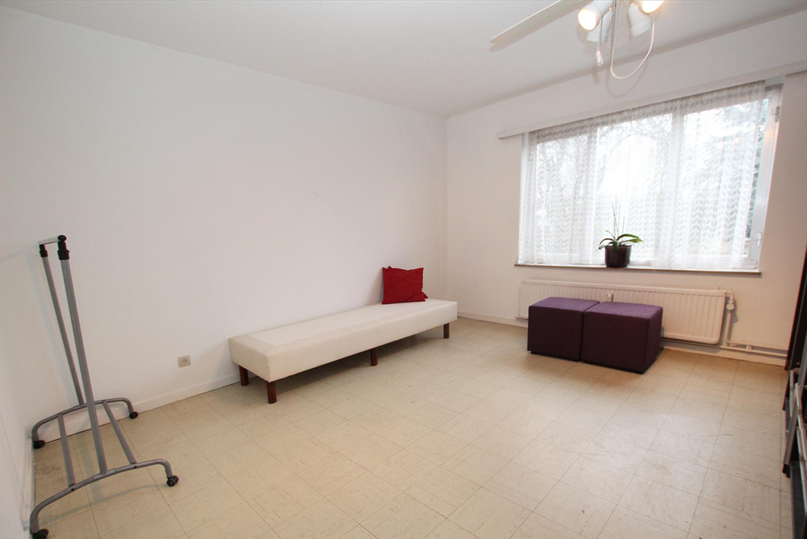 Op te frissen appartement met twee slaapkamers en lift nabij het Te Boelaerpark te Deurne! afbeelding 5