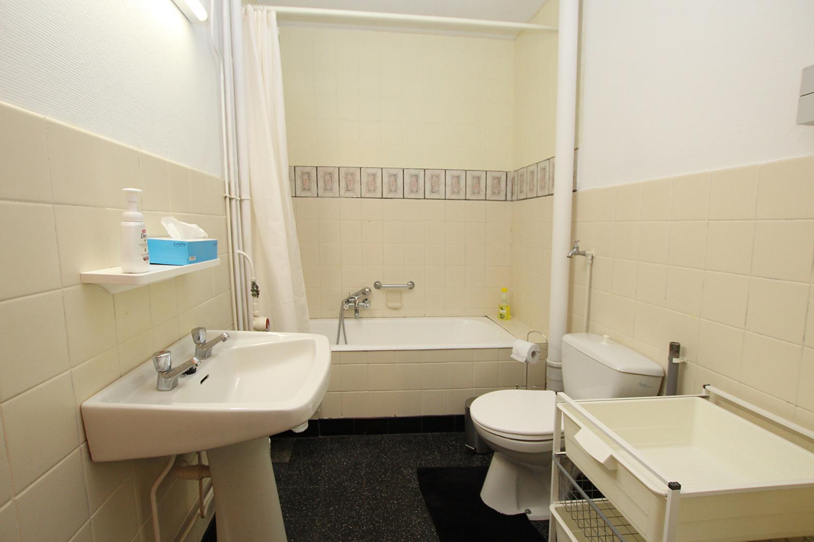 Op te frissen appartement met twee slaapkamers en lift nabij het Te Boelaerpark te Deurne! afbeelding 6