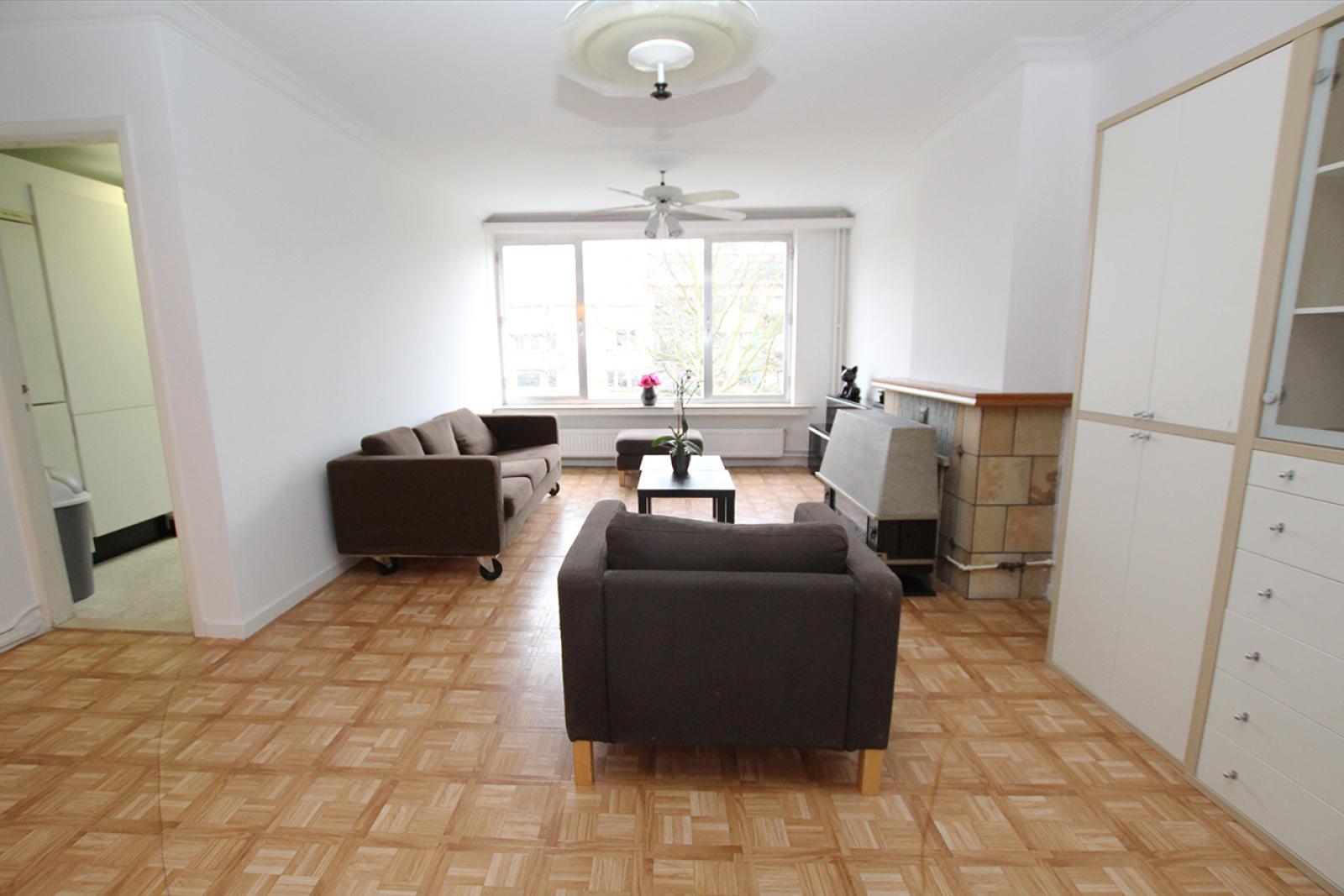 Op te frissen appartement met twee slaapkamers en lift nabij het Te Boelaerpark te Deurne! afbeelding 1