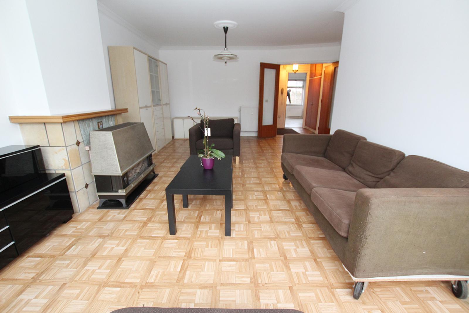 Op te frissen appartement met twee slaapkamers en lift nabij het Te Boelaerpark te Deurne! afbeelding 2