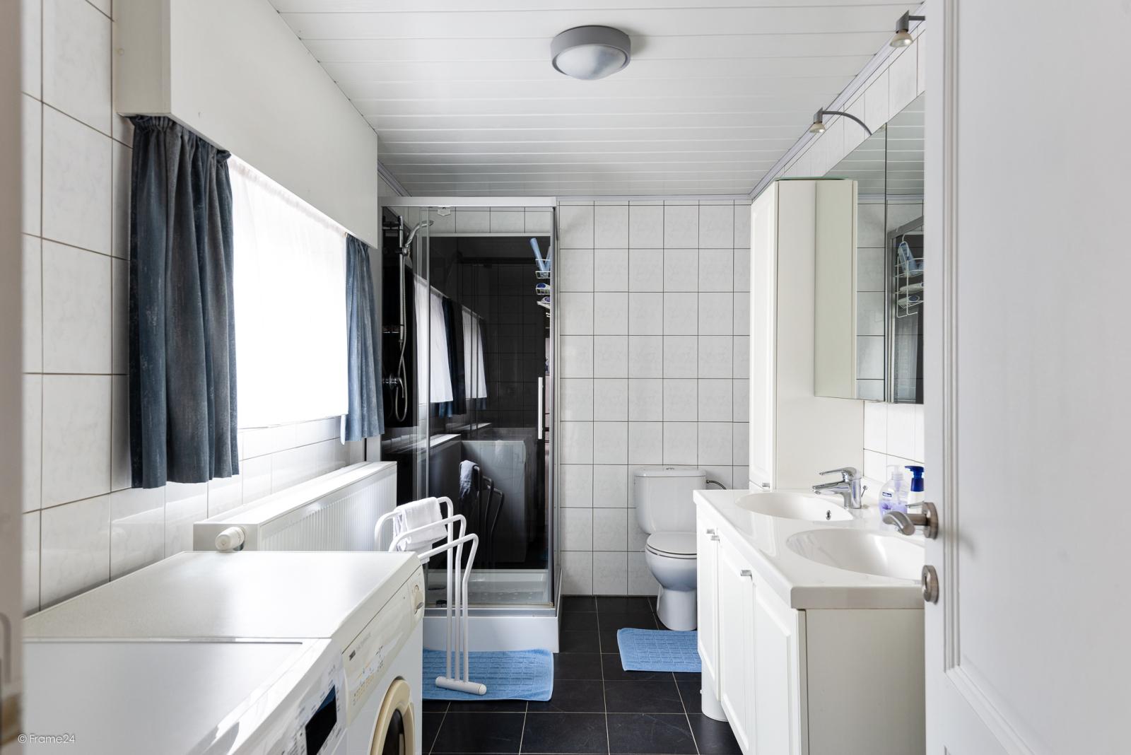 Ruime, instapklare ééngezinswoning met 4 grote slaapkamers nabij het centrum van Wommelgem! afbeelding 7