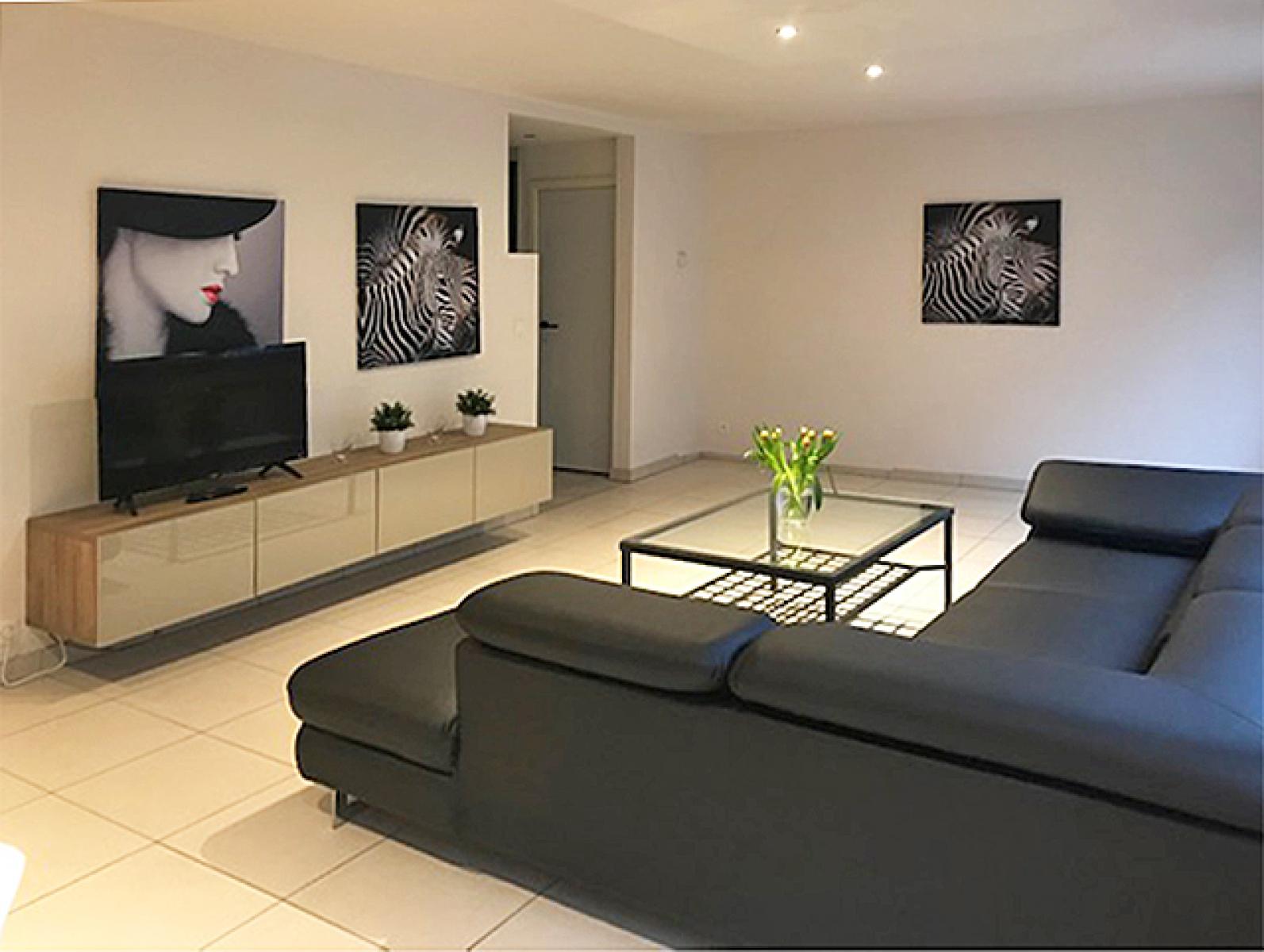 Opbrengstgebouw bestaande uit drie appartementen en een handelsgelijkvloers gelegen op een toplocatie in het centrum van Antwerpen. afbeelding 3