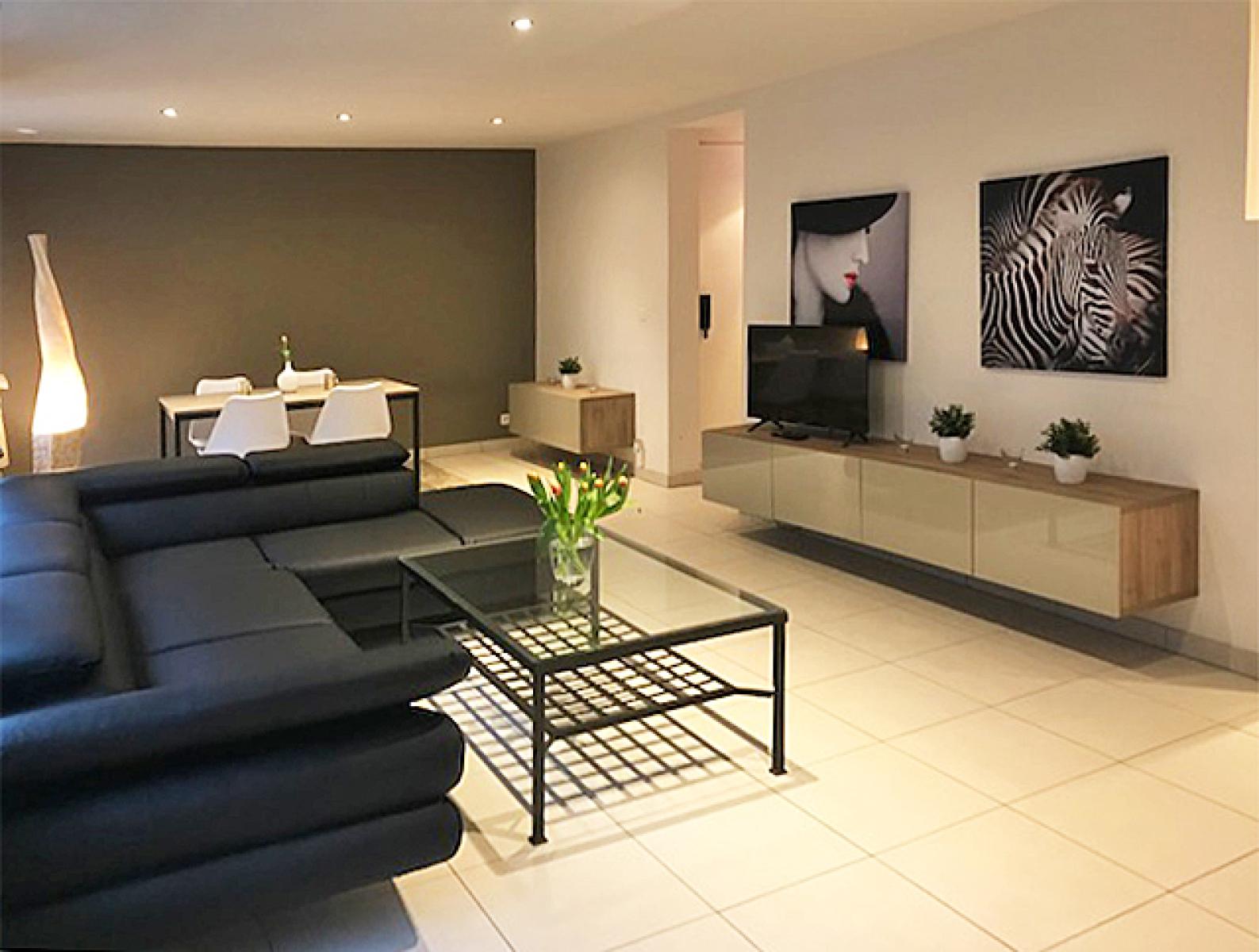 Opbrengstgebouw bestaande uit drie appartementen en een handelsgelijkvloers gelegen op een toplocatie in het centrum van Antwerpen. afbeelding 2