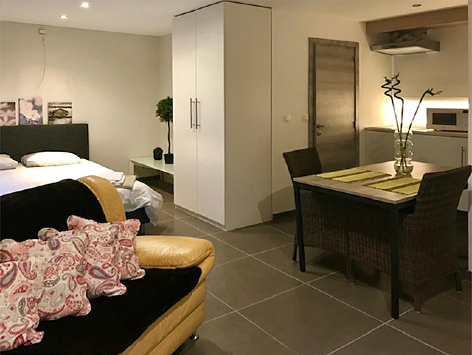 Opbrengstgebouw bestaande uit drie appartementen en een handelsgelijkvloers gelegen op een toplocatie in het centrum van Antwerpen. afbeelding 11