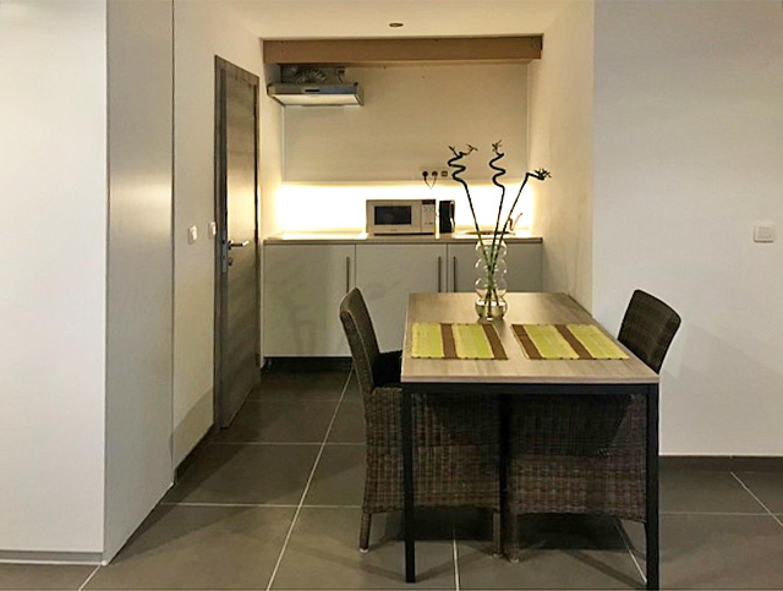 Opbrengstgebouw bestaande uit drie appartementen en een handelsgelijkvloers gelegen op een toplocatie in het centrum van Antwerpen. afbeelding 10