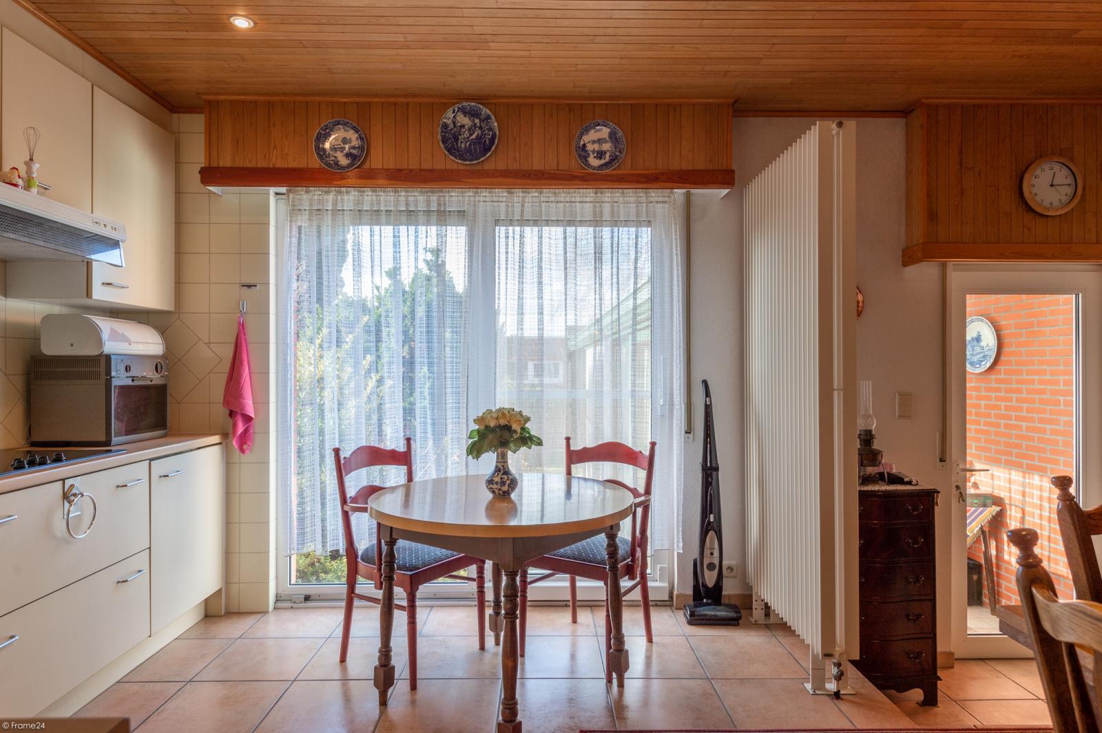 Zeer verzorgde ruime ééngezinswoning met 3 slaapkamers en dubbele garage te Wijnegem! afbeelding 5