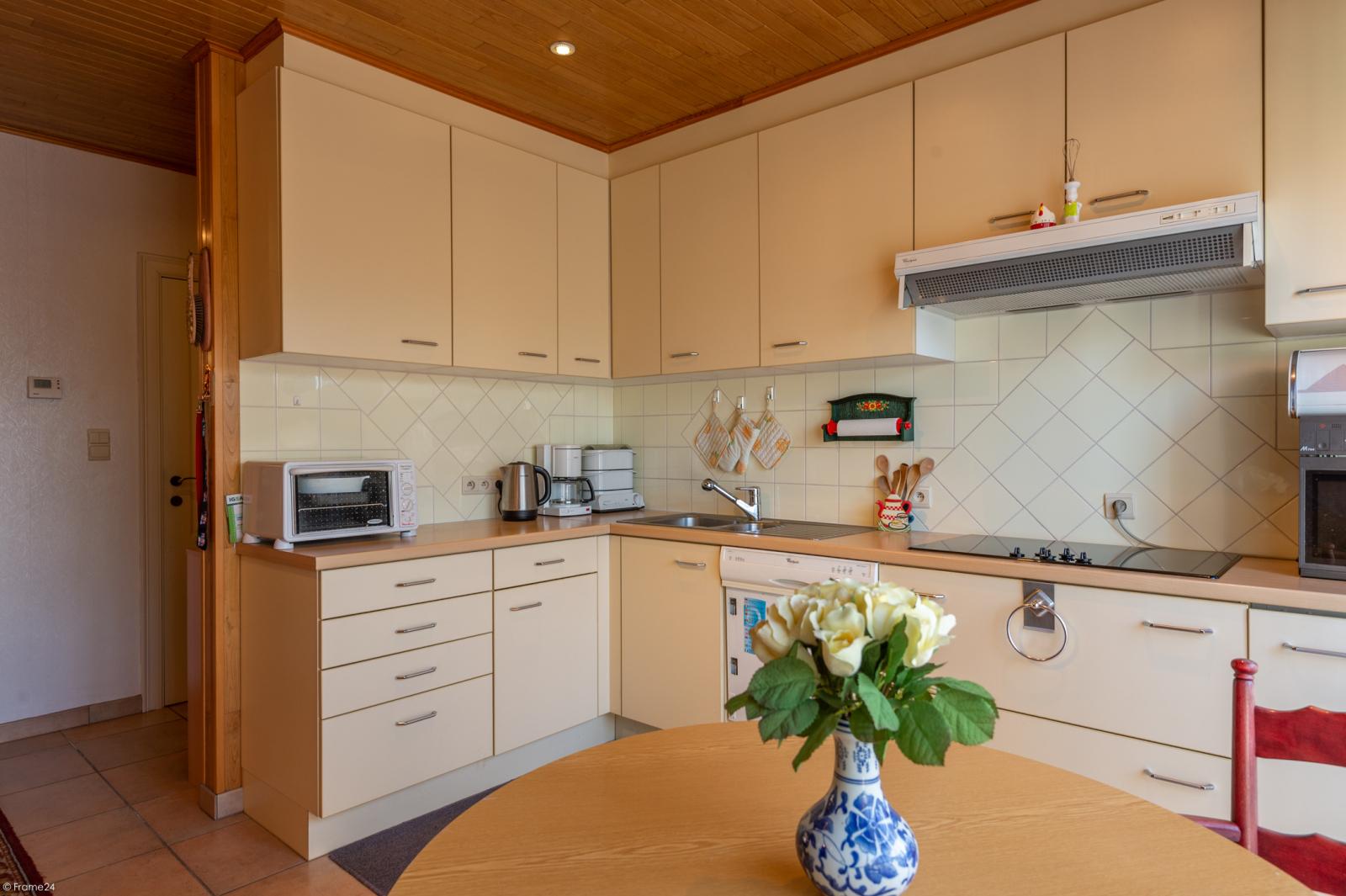Zeer verzorgde ruime ééngezinswoning met 3 slaapkamers en dubbele garage te Wijnegem! afbeelding 4