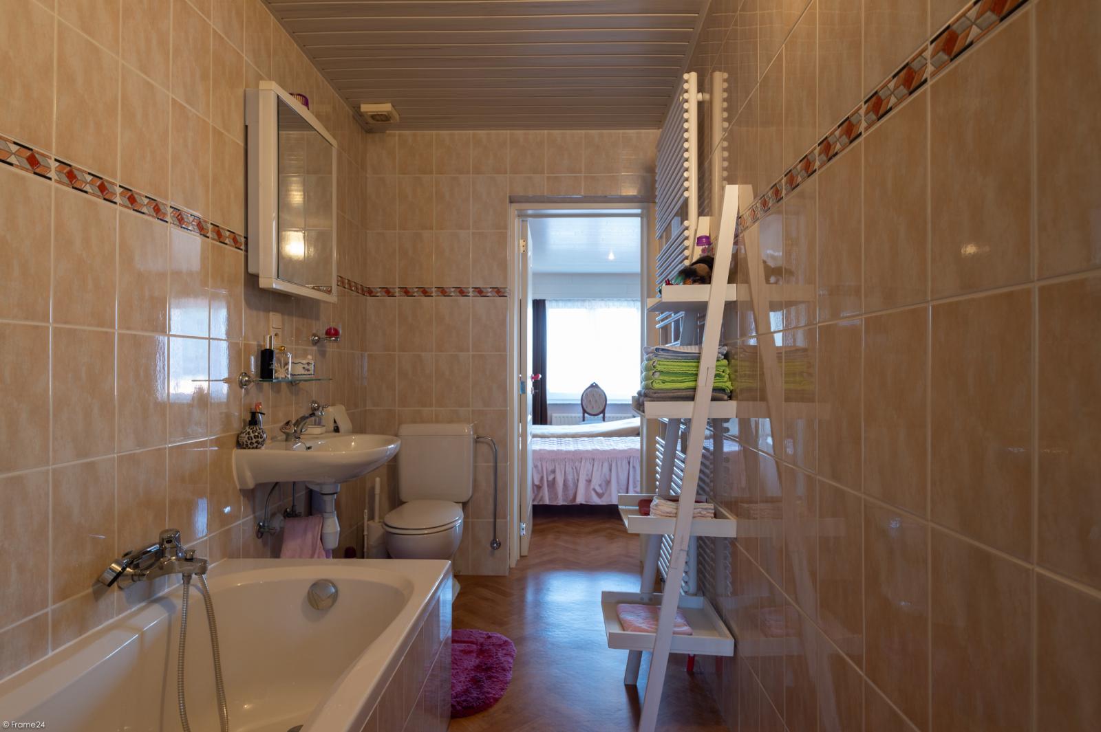 Zeer verzorgde ruime ééngezinswoning met 3 slaapkamers en dubbele garage te Wijnegem! afbeelding 18