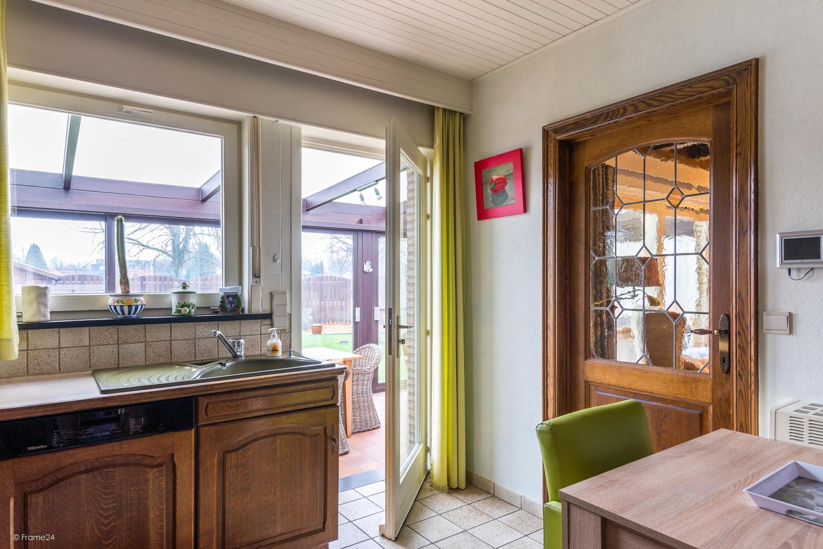 Zeer verzorgde vrijstaande laagbouwwoning met 3 slaapkamers op goede locatie te Wommelgem! afbeelding 7