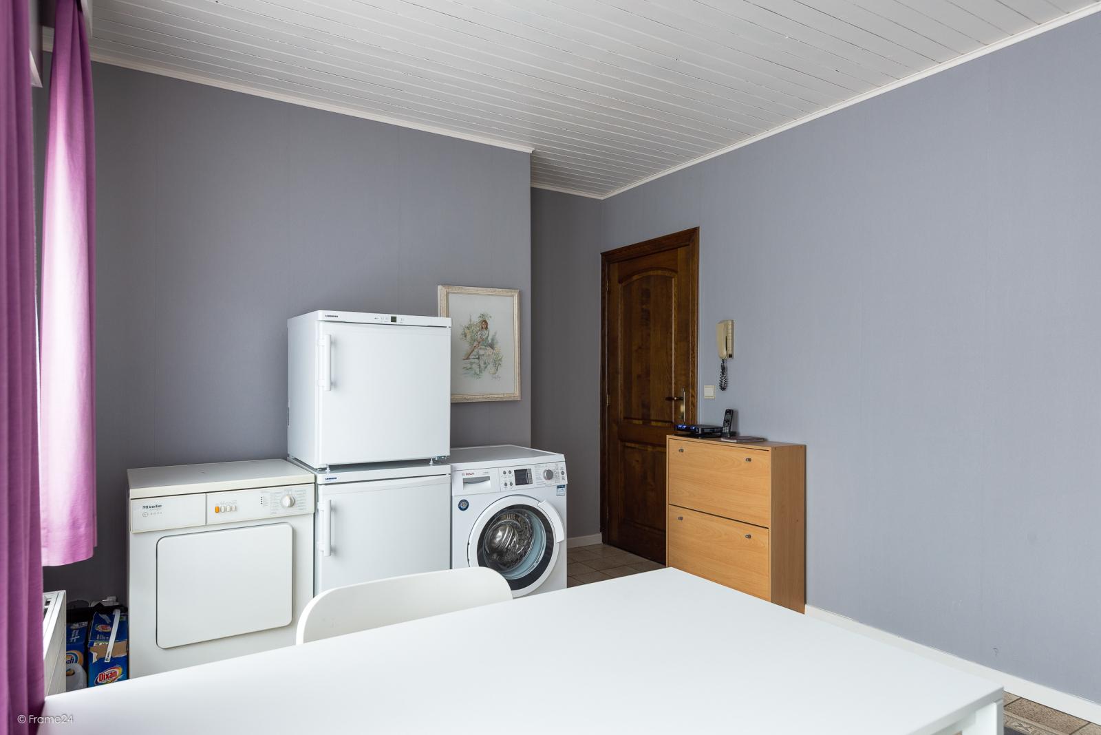 Zeer verzorgde vrijstaande laagbouwwoning met 3 slaapkamers op goede locatie te Wommelgem! afbeelding 11