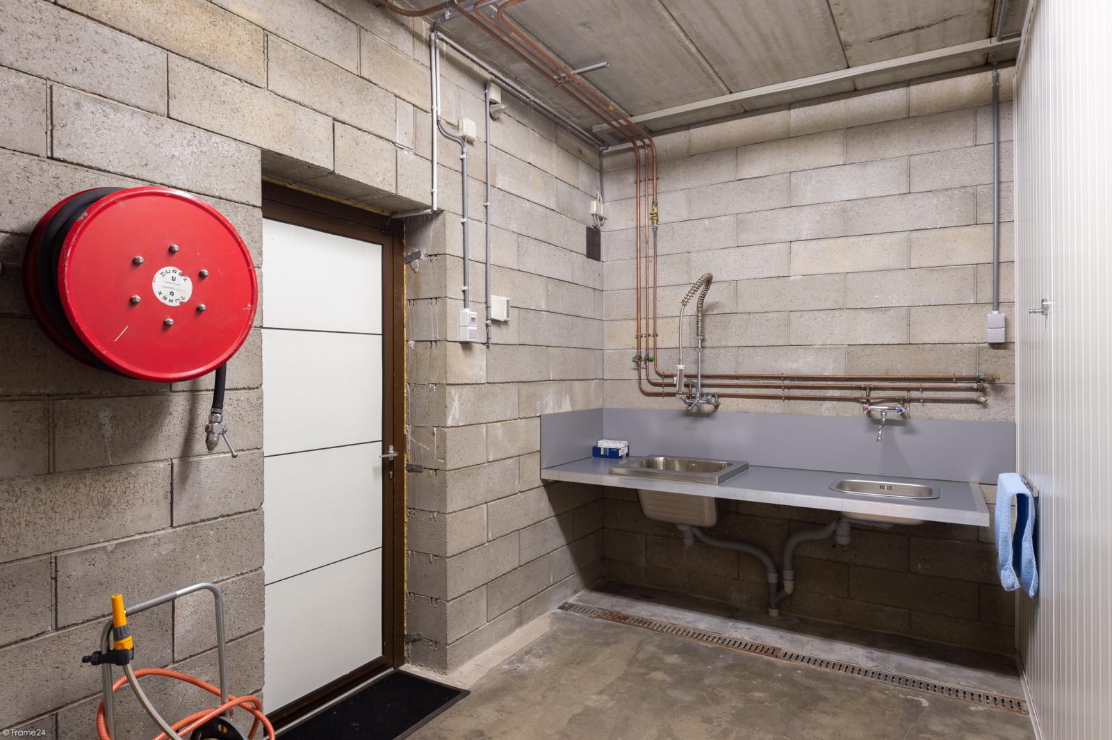 Uitzonderlijk eigendom te Wijnegem met enorme ondergrondse parking op een perceel van 1.417 m²! afbeelding 37