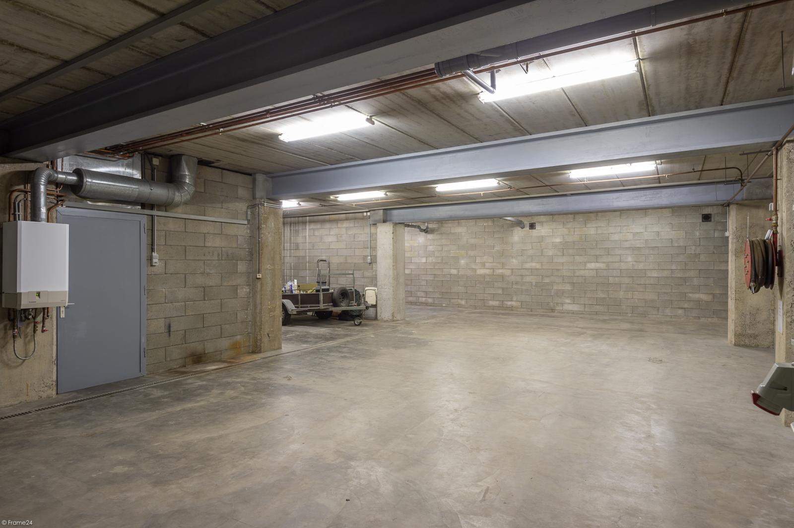 Uitzonderlijk eigendom te Wijnegem met enorme ondergrondse parking op een perceel van 1.417 m²! afbeelding 34
