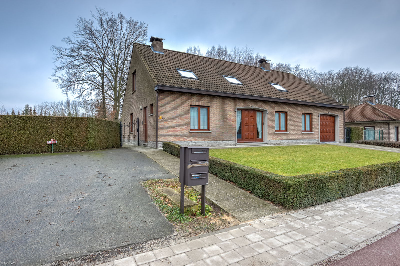 Uitzonderlijk eigendom te Wijnegem met enorme ondergrondse parking op een perceel van 1.417 m²! afbeelding 42