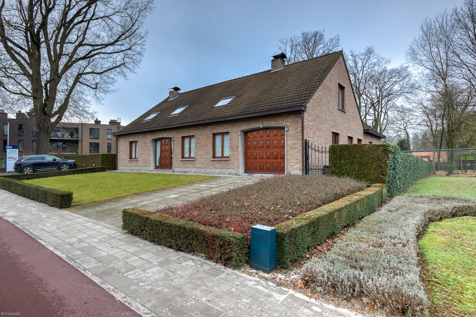 Uitzonderlijk eigendom te Wijnegem met enorme ondergrondse parking op een perceel van 1.417 m²! afbeelding 1