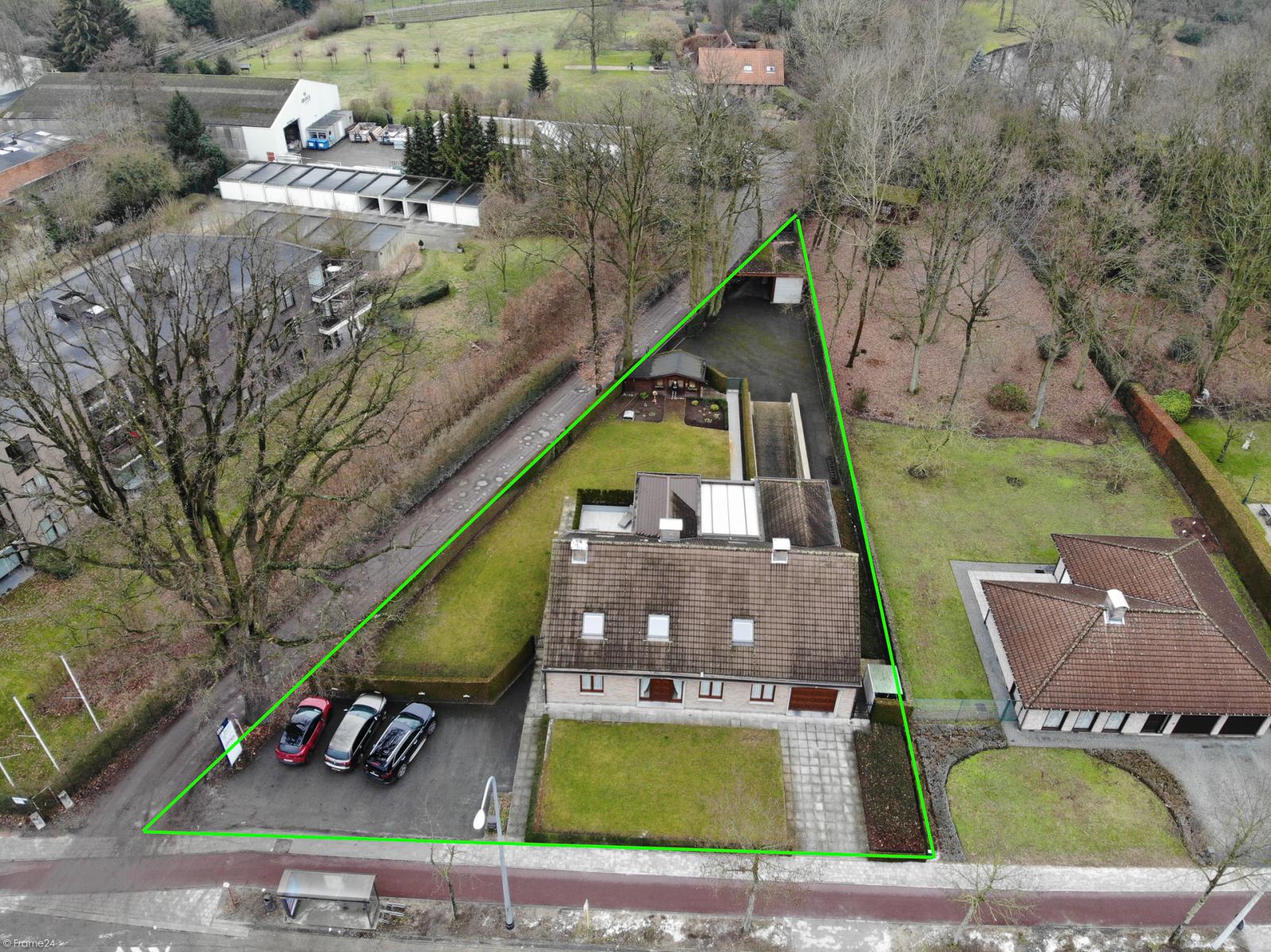 Uitzonderlijk eigendom te Wijnegem met enorme ondergrondse parking op een perceel van 1.417 m²! afbeelding 2