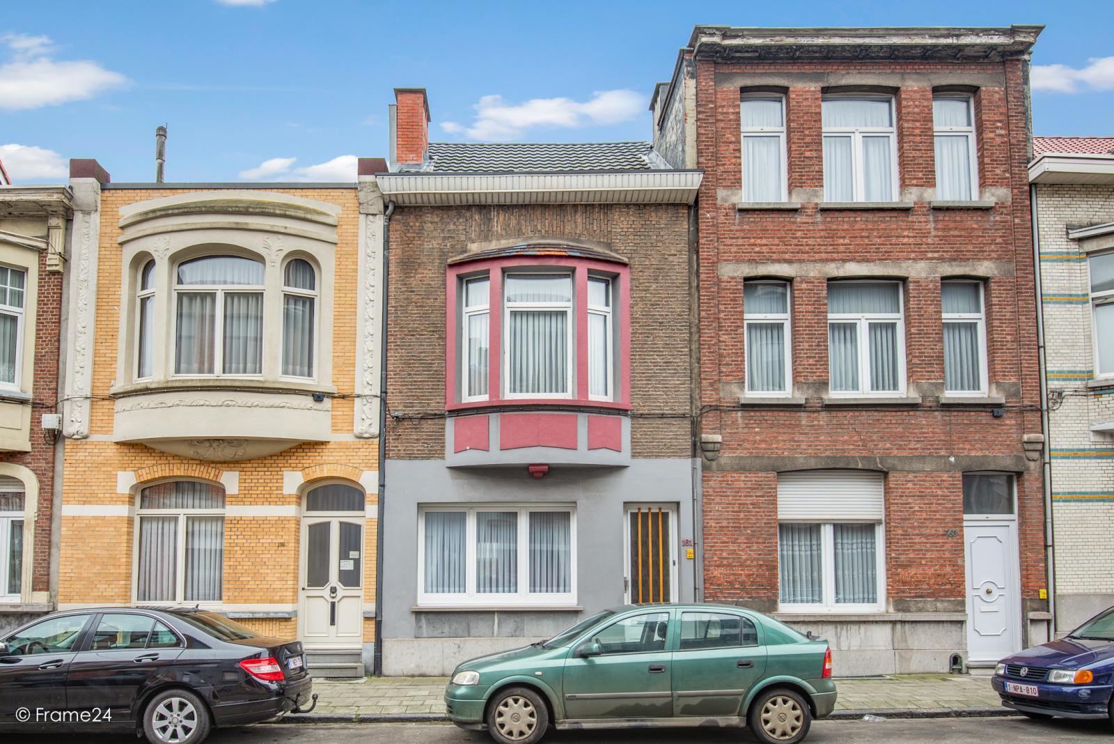 Verzorgde eengezinswoning met 4 slaapkamers op centrale locatie te Deurne! afbeelding 1