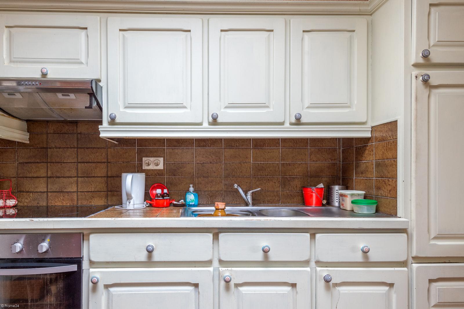 Deels te renoveren woning met 4 ruime slaapkamers op goede locatie te Wijnegem! afbeelding 6