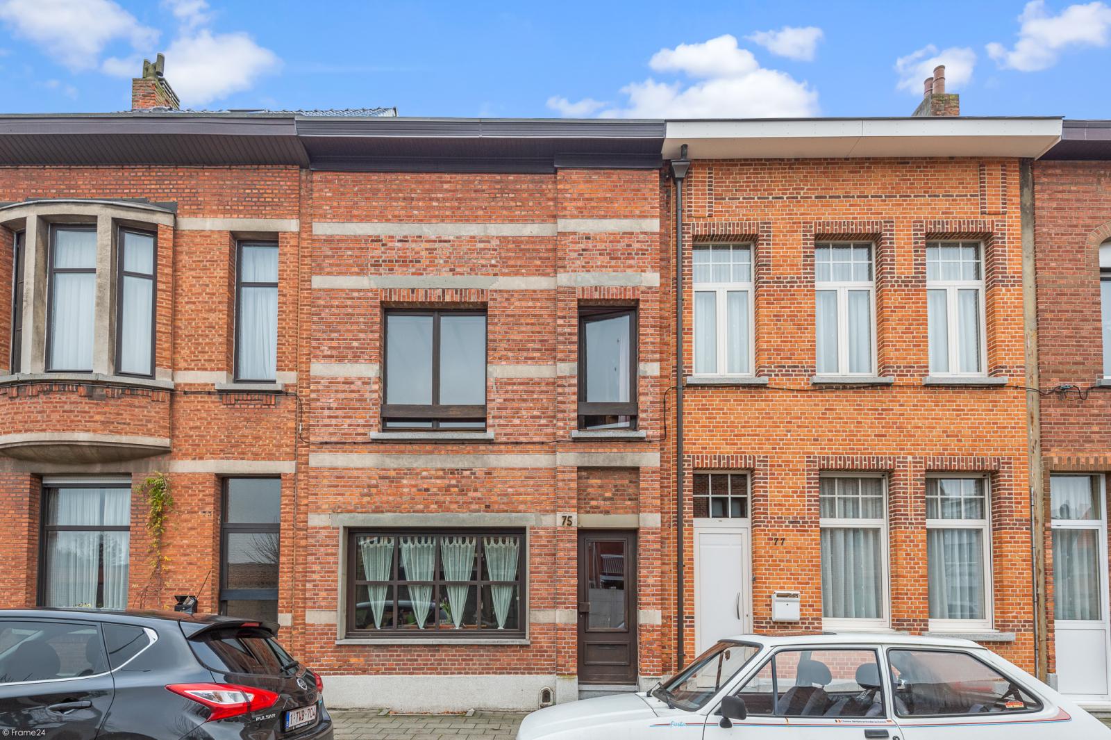 Deels te renoveren woning met 4 ruime slaapkamers op goede locatie te Wijnegem! afbeelding 18