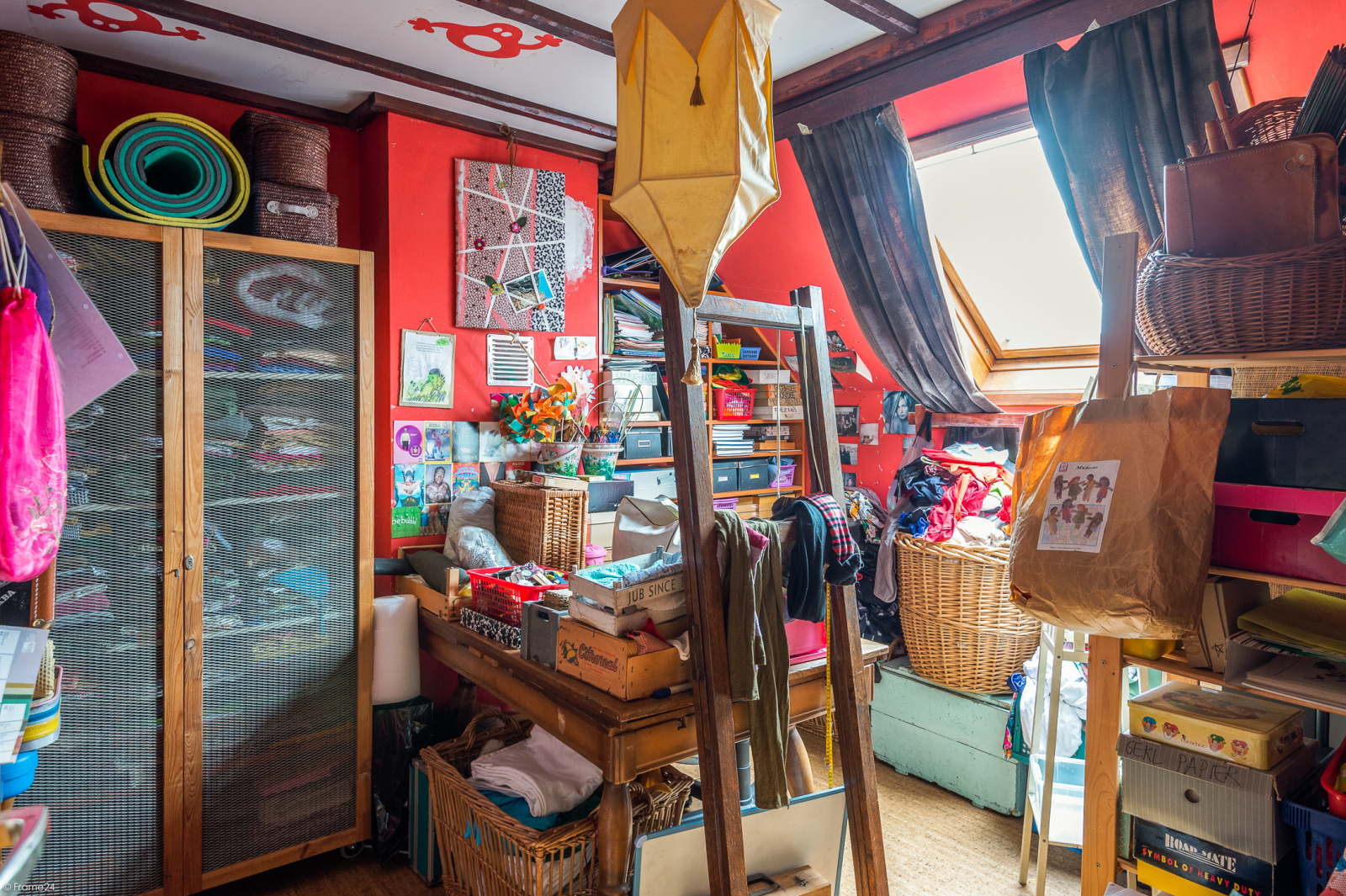 Deels te renoveren woning met 4 ruime slaapkamers op goede locatie te Wijnegem! afbeelding 16