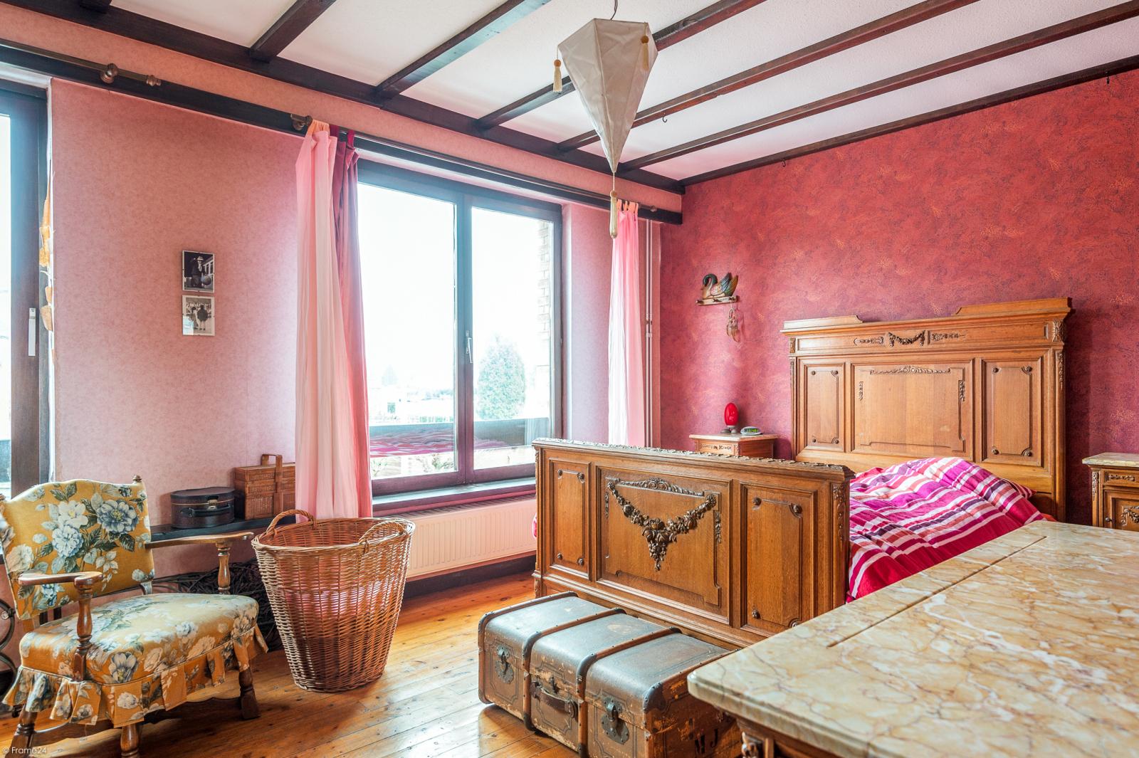 Deels te renoveren woning met 4 ruime slaapkamers op goede locatie te Wijnegem! afbeelding 17