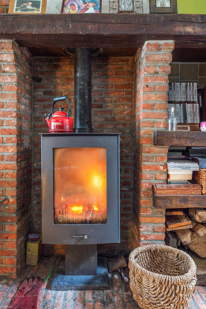 Deels te renoveren woning met 4 ruime slaapkamers op goede locatie te Wijnegem! afbeelding 5