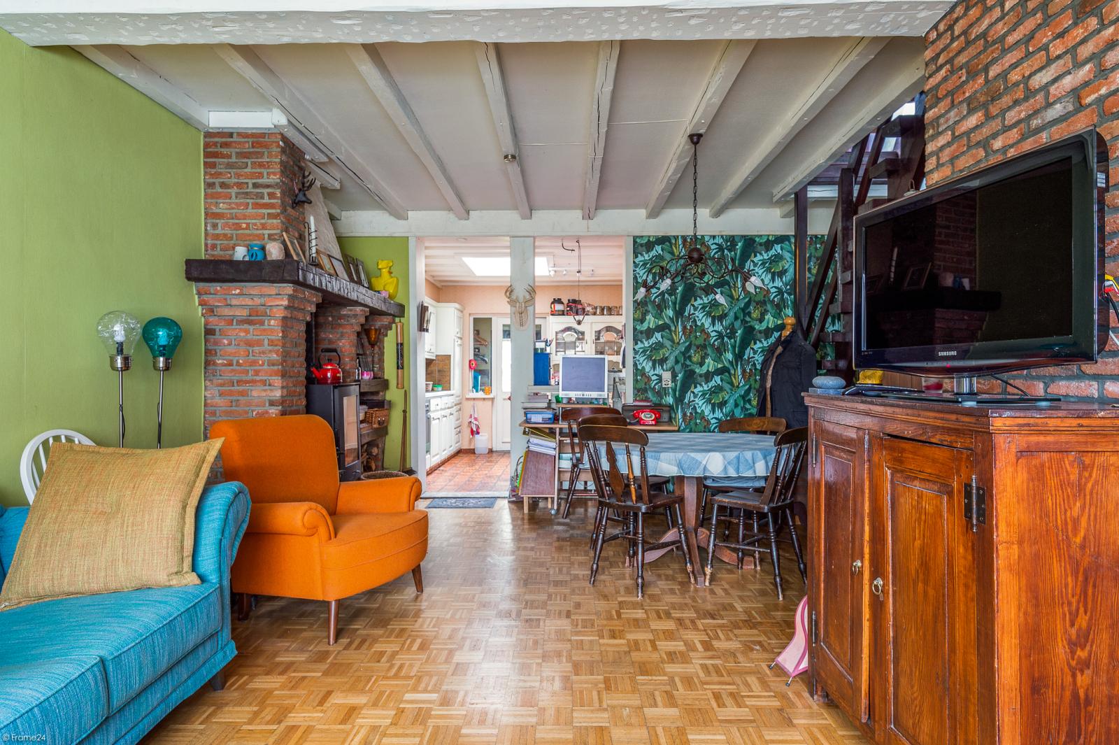 Deels te renoveren woning met 4 ruime slaapkamers op goede locatie te Wijnegem! afbeelding 3