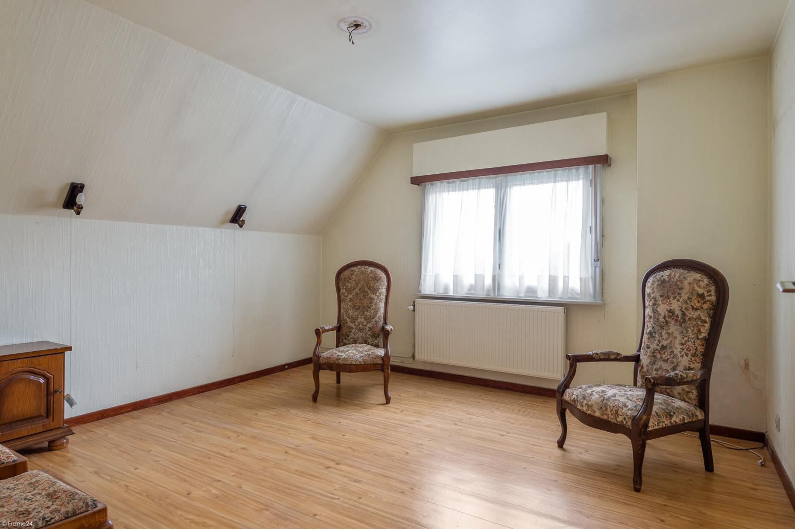 Te renoveren vrijstaande woning op toplocatie te Wijnegem! afbeelding 13