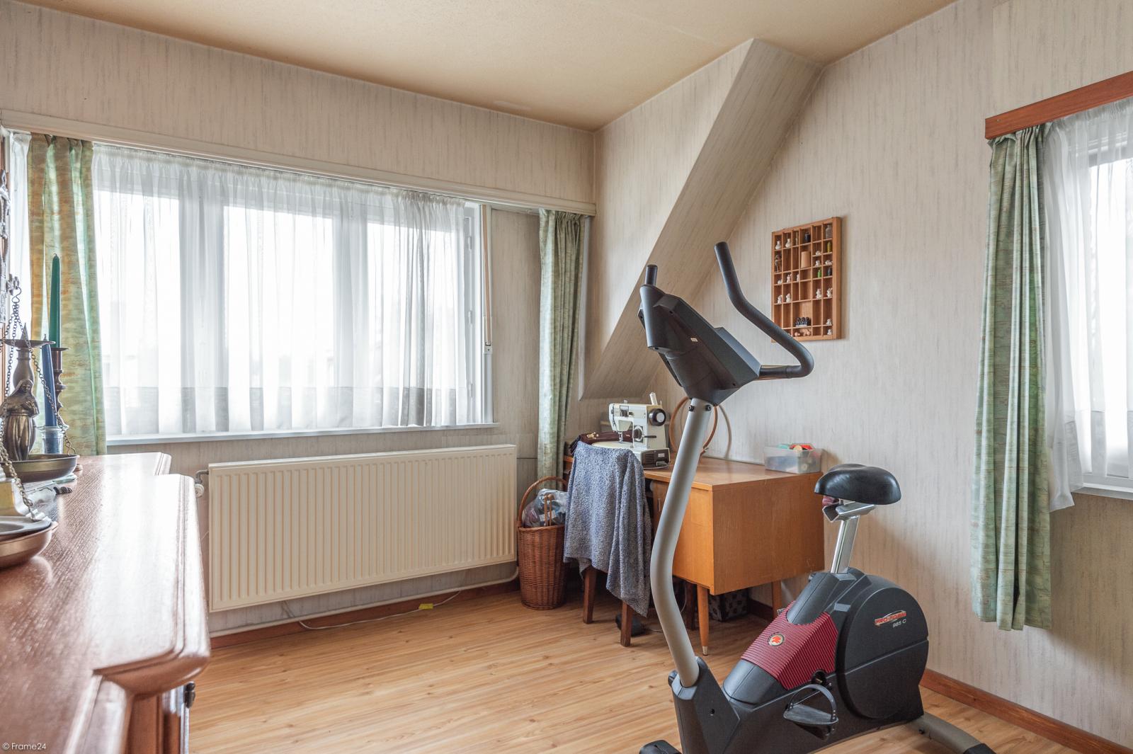 Te renoveren vrijstaande woning op toplocatie te Wijnegem! afbeelding 15