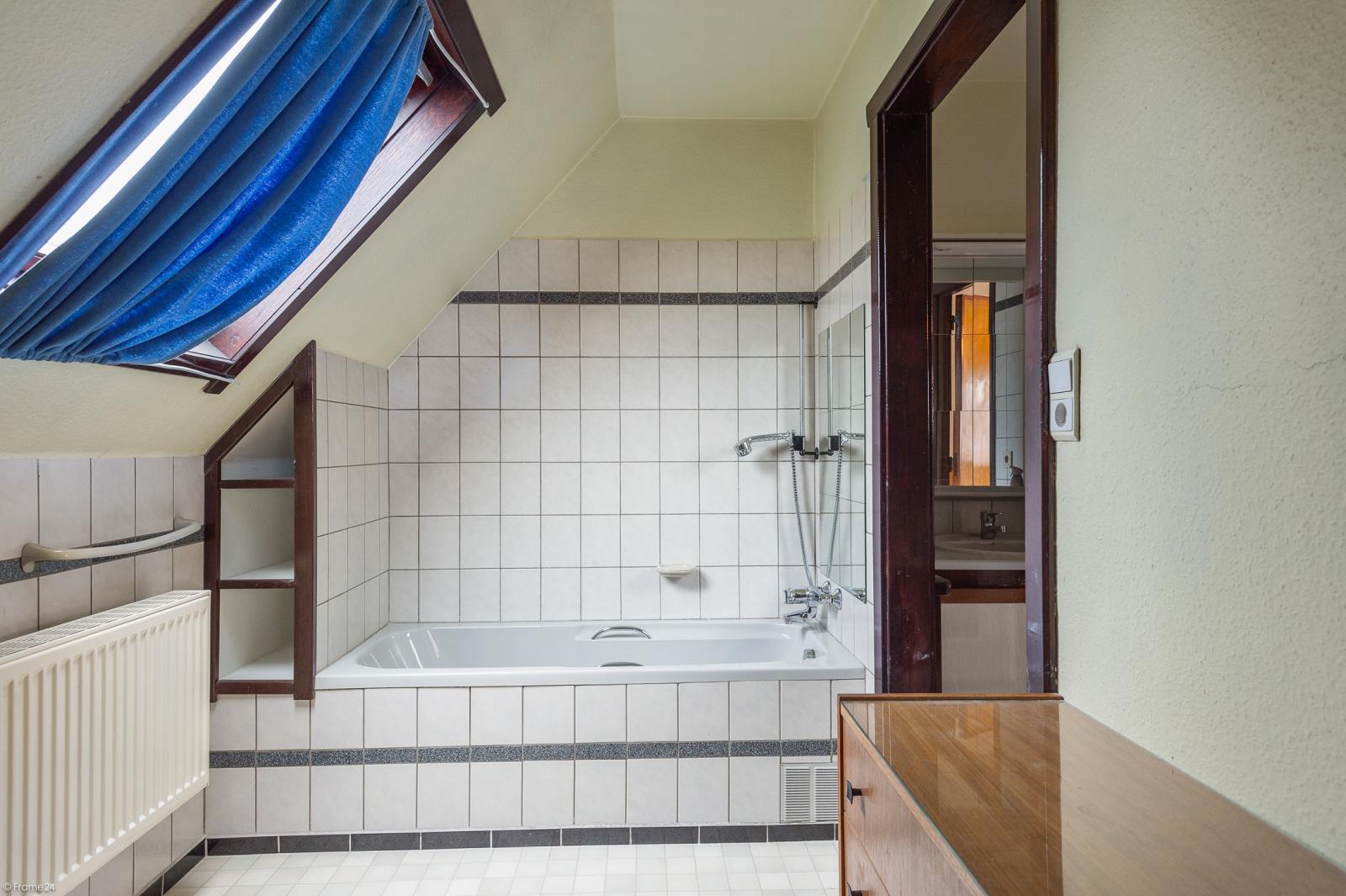 Te renoveren vrijstaande woning op toplocatie te Wijnegem! afbeelding 17