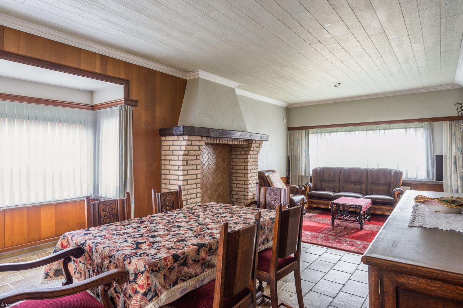 Te renoveren vrijstaande woning op toplocatie te Wijnegem! afbeelding 3