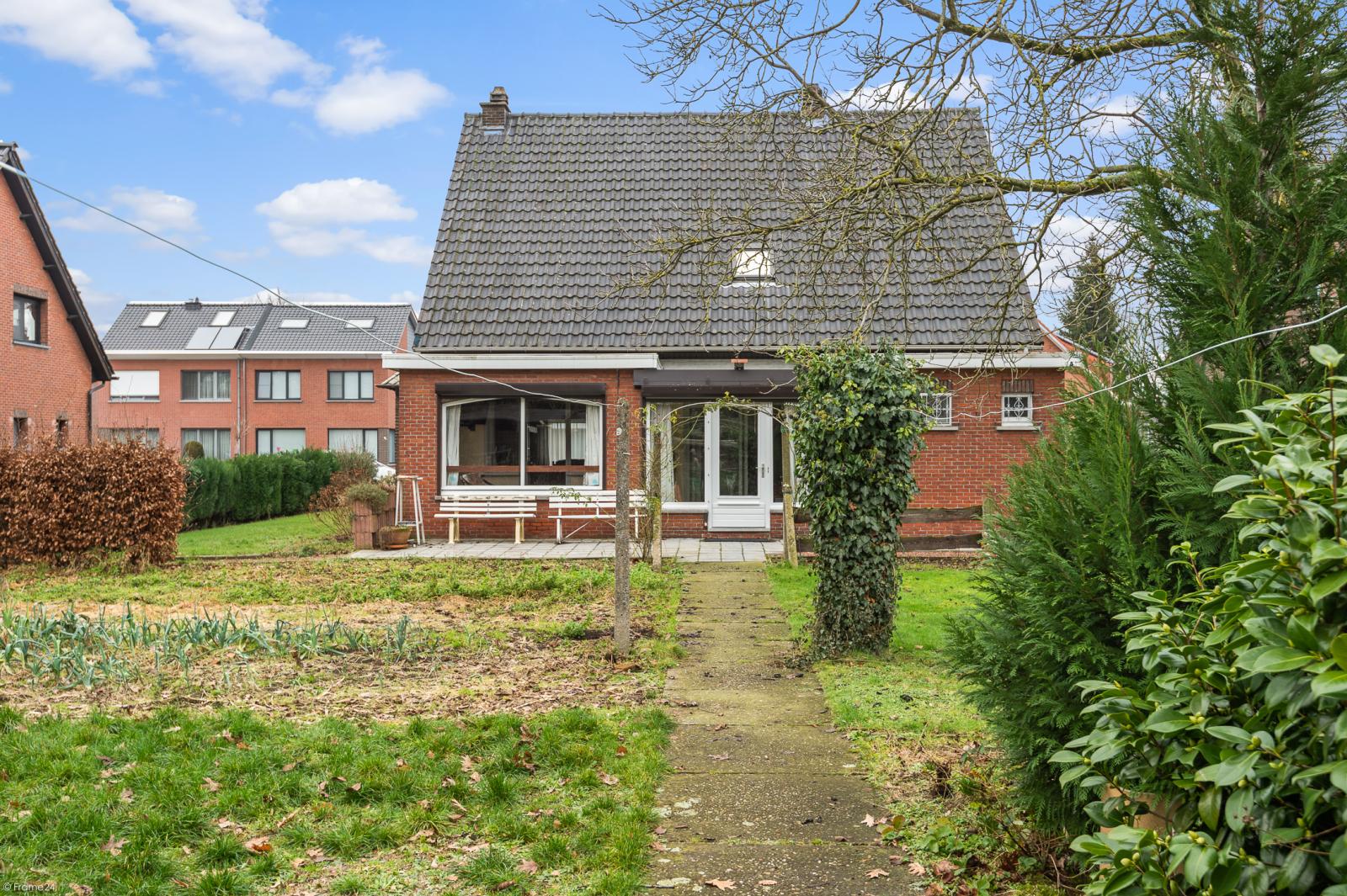 Te renoveren vrijstaande woning op toplocatie te Wijnegem! afbeelding 22