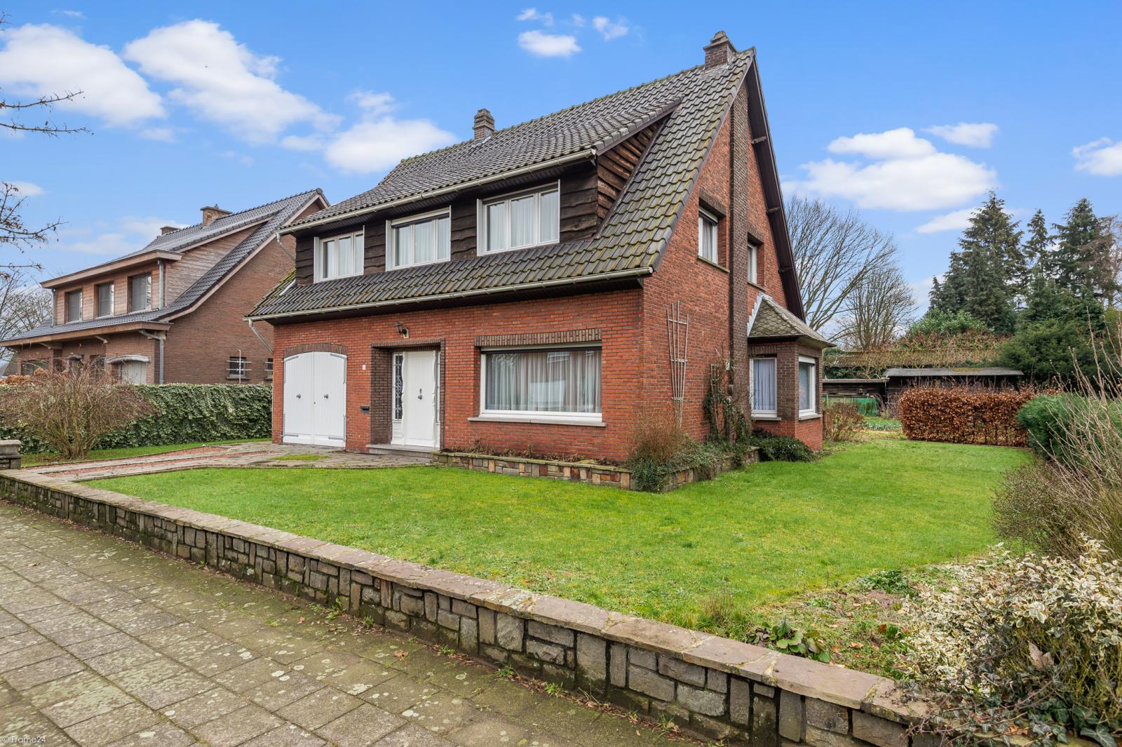 Te renoveren vrijstaande woning op toplocatie te Wijnegem! afbeelding 23