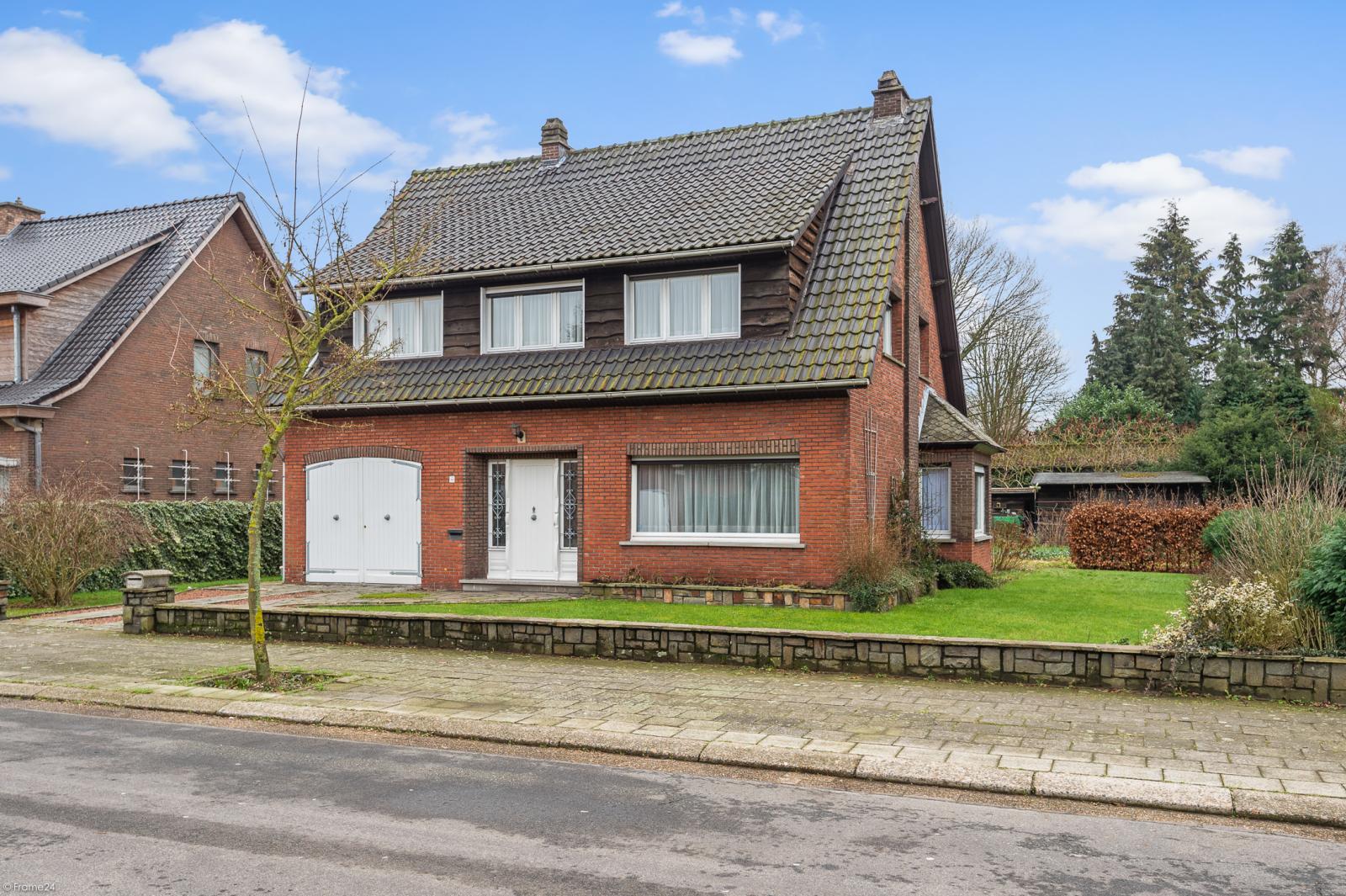 Te renoveren vrijstaande woning op toplocatie te Wijnegem! afbeelding 24