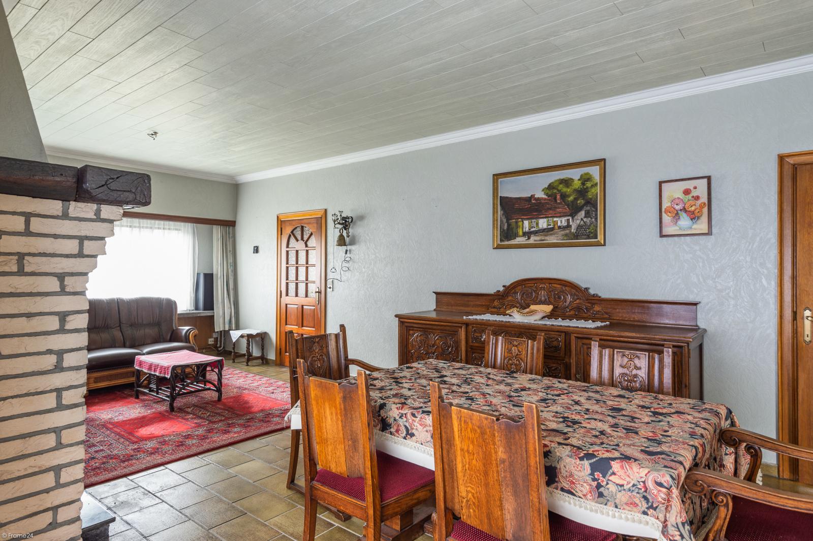 Te renoveren vrijstaande woning op toplocatie te Wijnegem! afbeelding 4