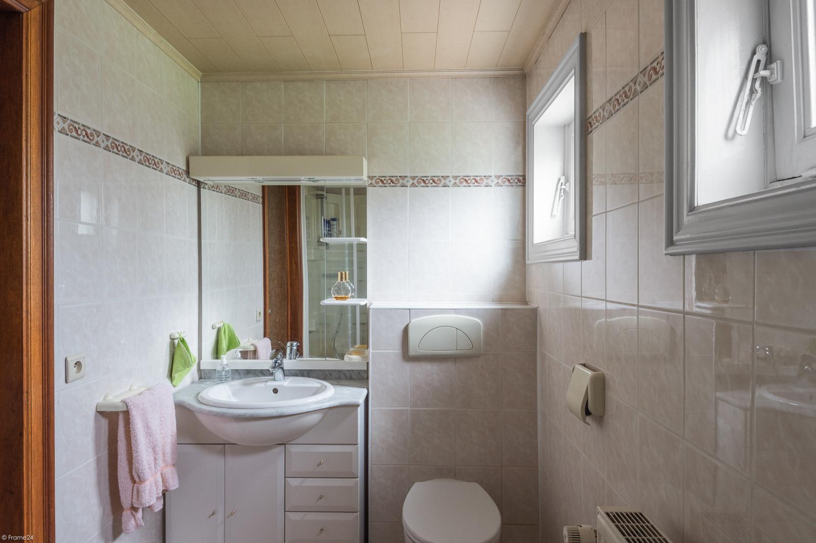 Te renoveren vrijstaande woning op toplocatie te Wijnegem! afbeelding 9
