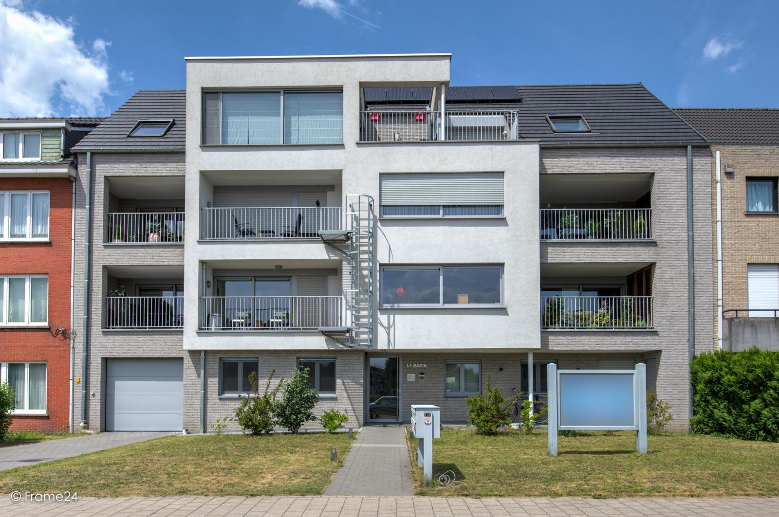 Prachtig appartement met groot dakterras (22 m²) te Wijnegem! afbeelding 2