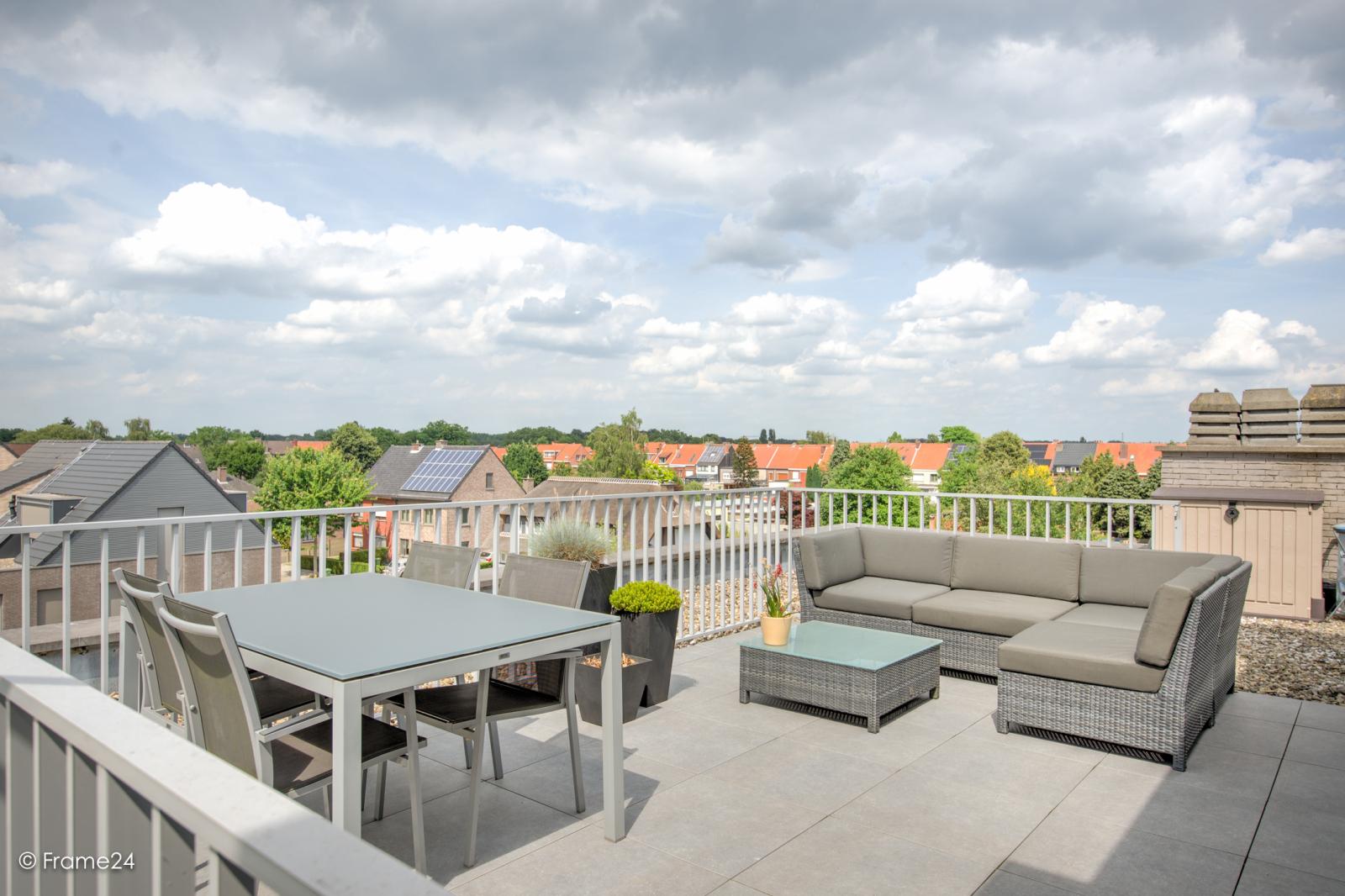 Prachtig appartement met groot dakterras (22 m²) te Wijnegem! afbeelding 1