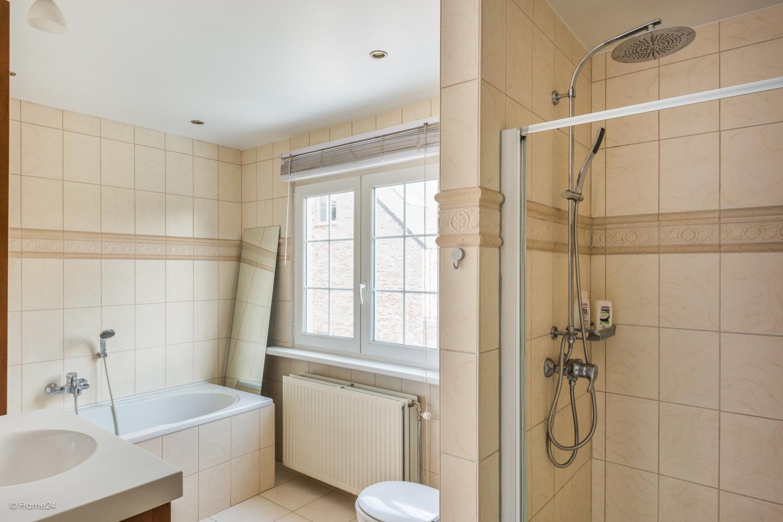 Charmante halfopen bebouwing met twee slaapkamers op zeer goede locatie te Wijnegem.  afbeelding 16