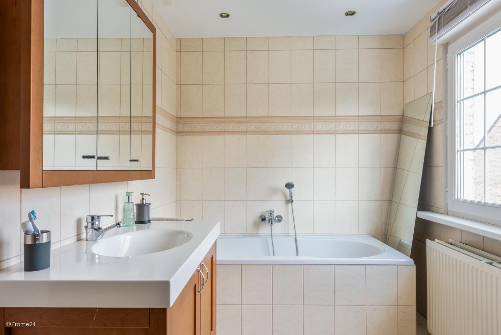 Charmante halfopen bebouwing met twee slaapkamers op zeer goede locatie te Wijnegem.  afbeelding 17