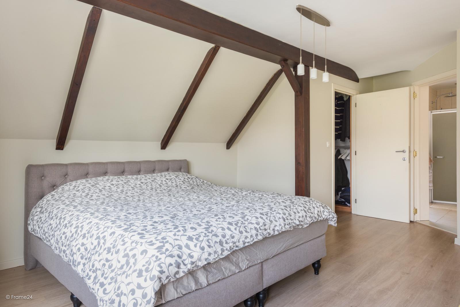 Charmante halfopen bebouwing met twee slaapkamers op zeer goede locatie te Wijnegem.  afbeelding 18
